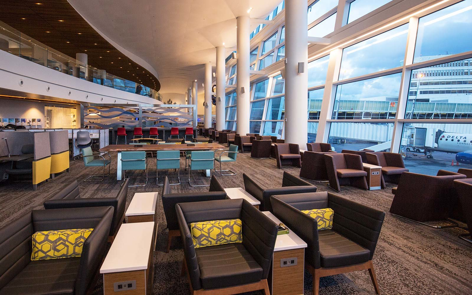 sky club lounge delta airlines airport