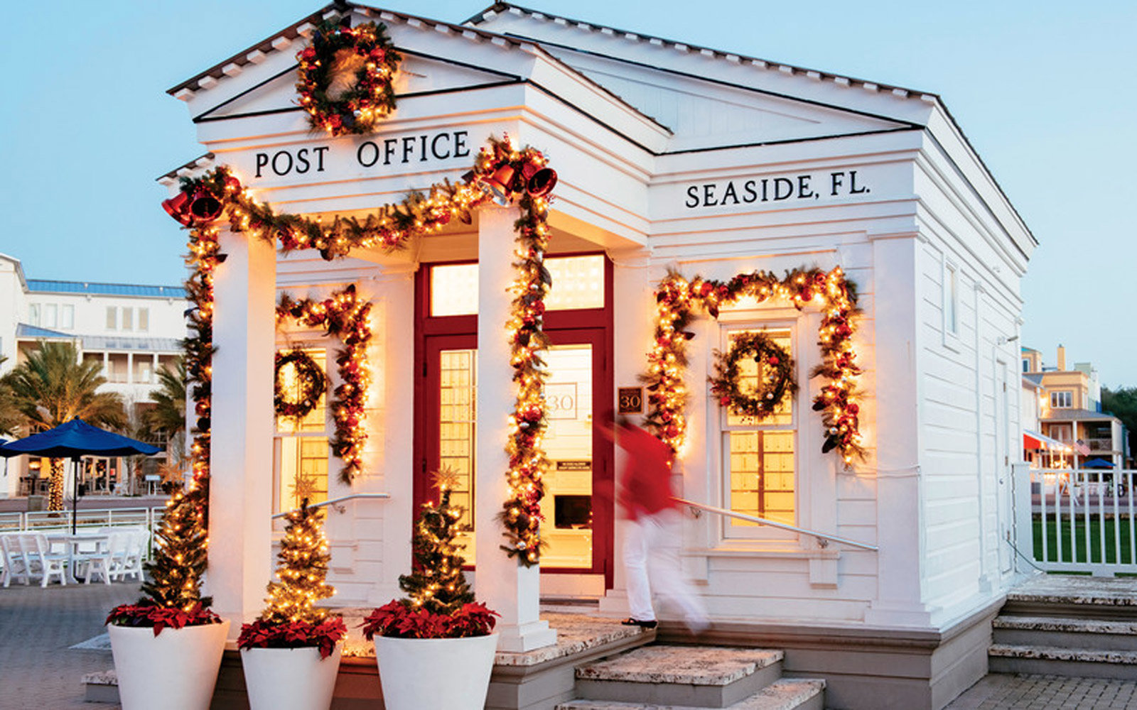 The Seaside Post Office serves as the town center as well as an actual working post office with a large grassy apitheatre behind it where the christmas tree is lighted and families and friends gather.