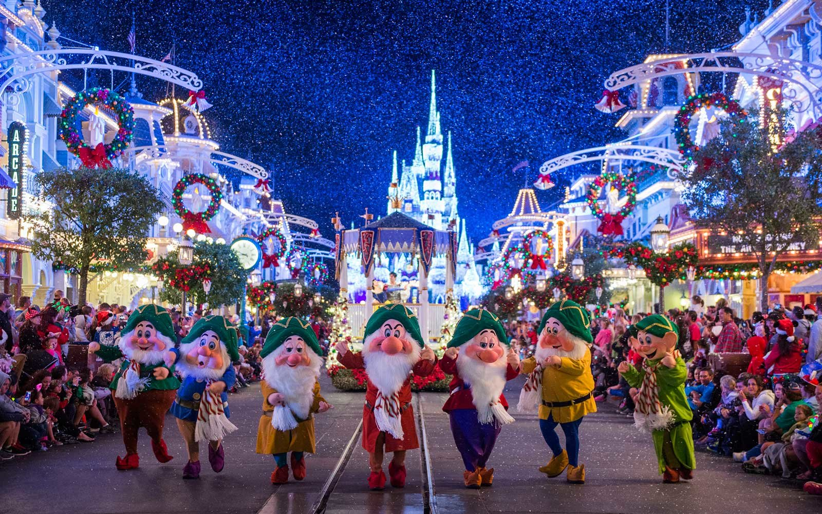 walt disney world magic kingdom at christmas time - Disney World Christmas Decorations 2017