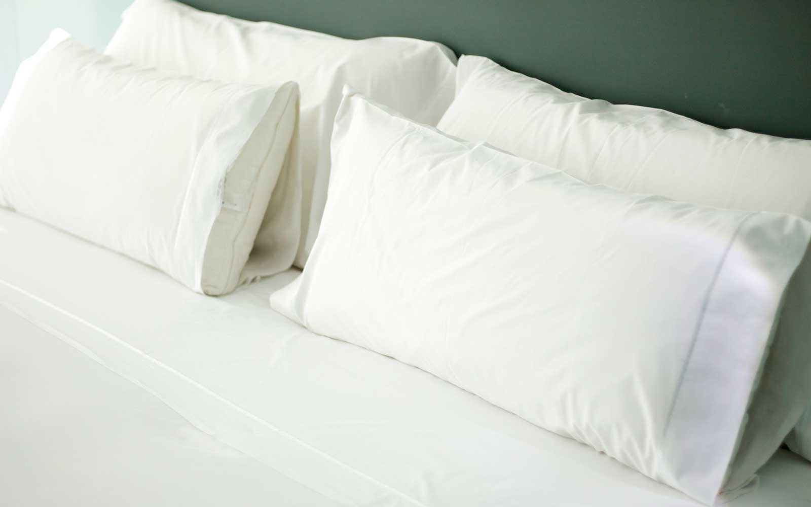 the real reason why hotels use white bedsheets travel leisure. Black Bedroom Furniture Sets. Home Design Ideas