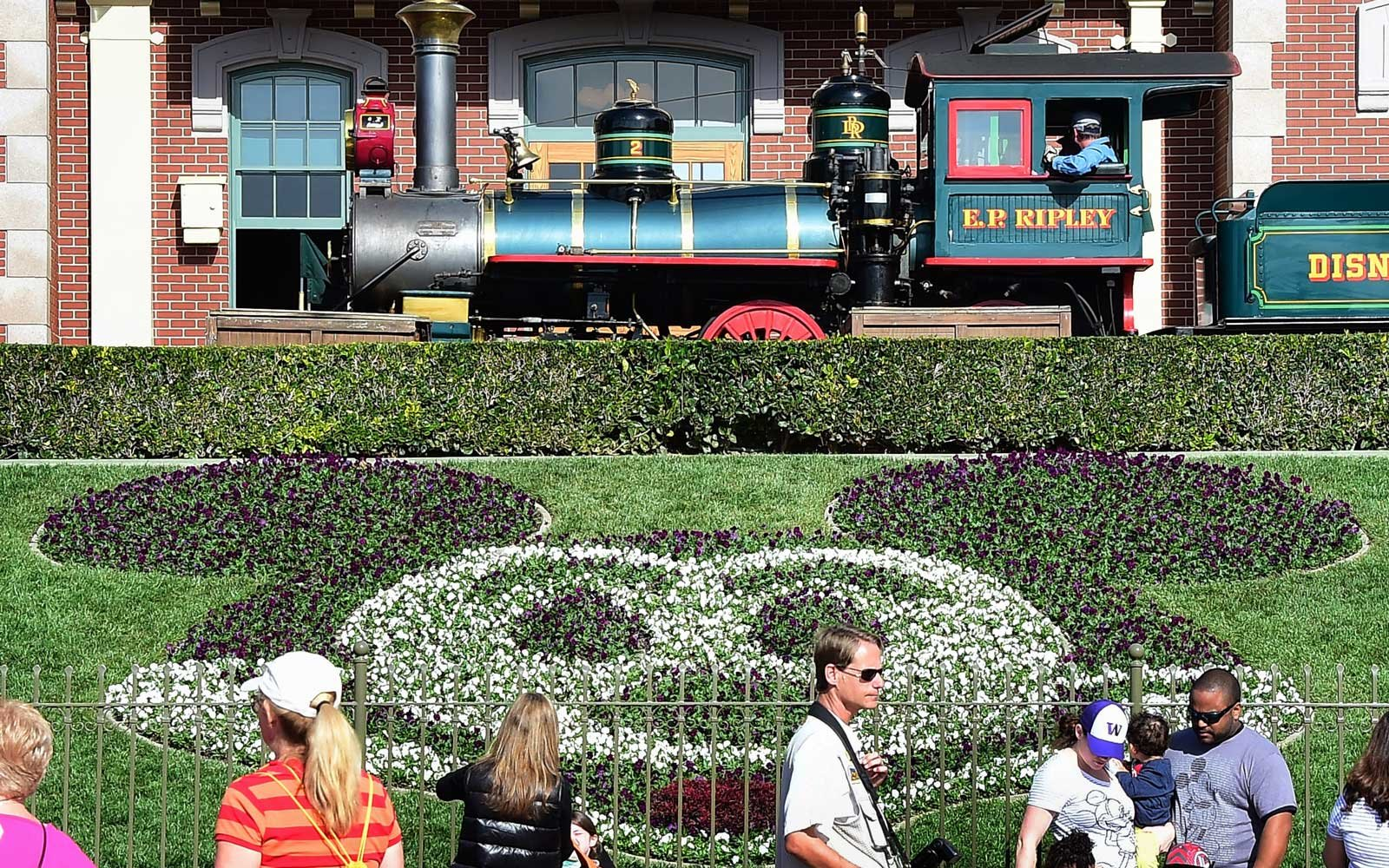 Disneyland closes cooling towers after some visitors hospitalized with Legionnaires' disease
