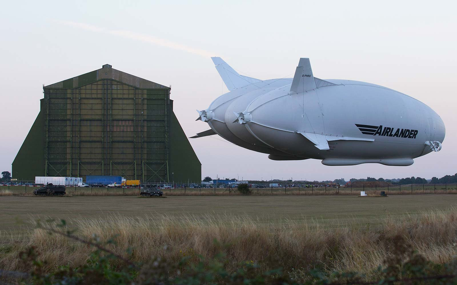 Airlander 10 World's Largest Aircraft Flight Airplane