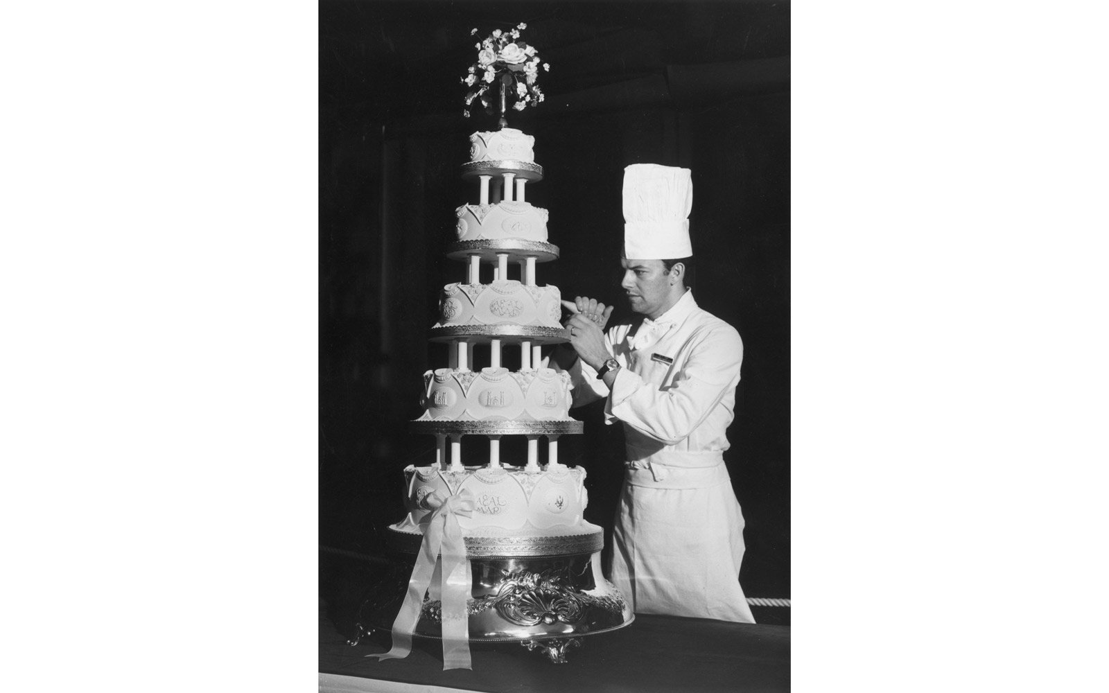 Sergeant Major David Dodd of the Army Catering Corps putting the finishing touches to the wedding cake for the wedding of Princess Anne and Captain Mark Phillips