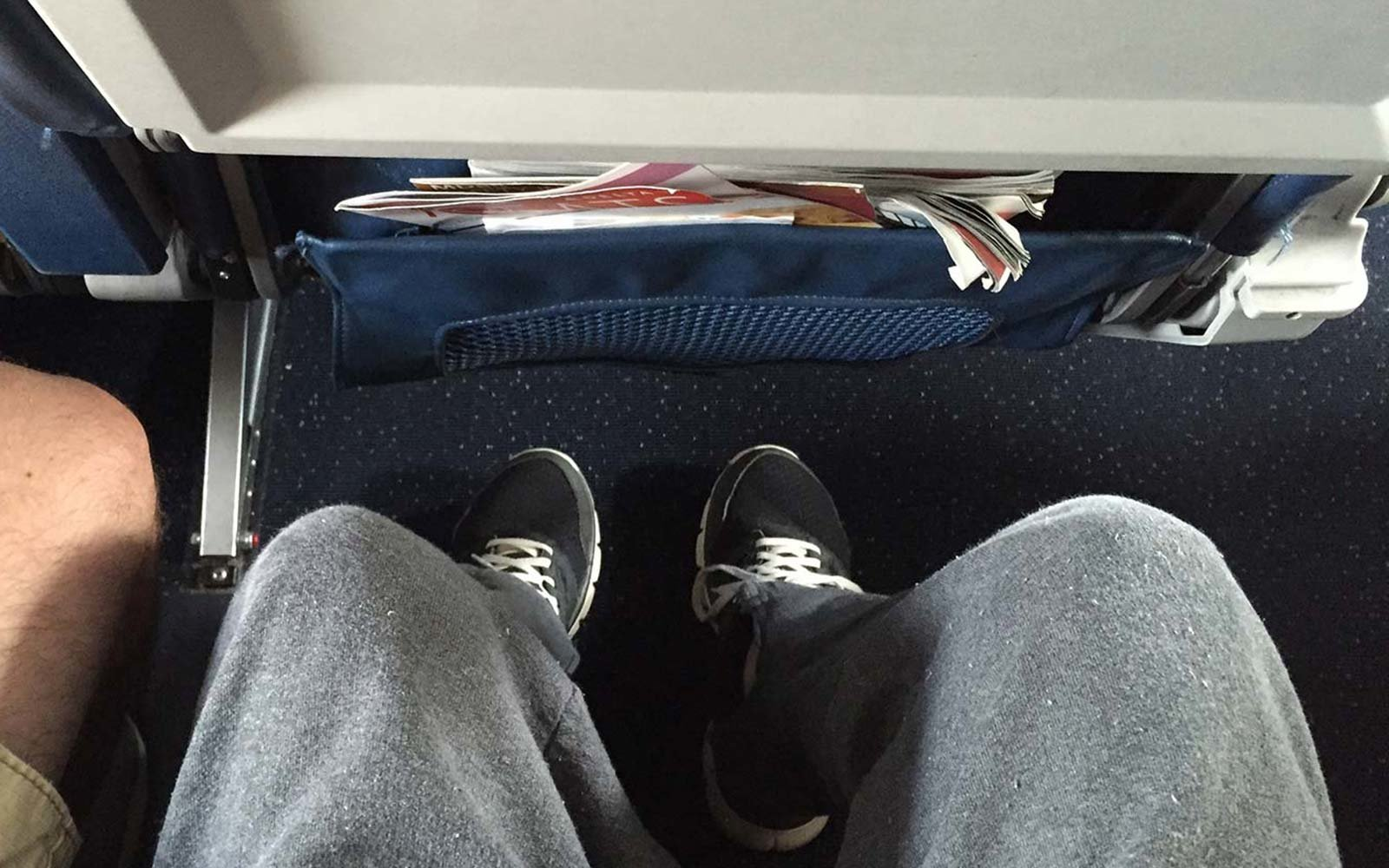 legroom under airplane seat flight room space