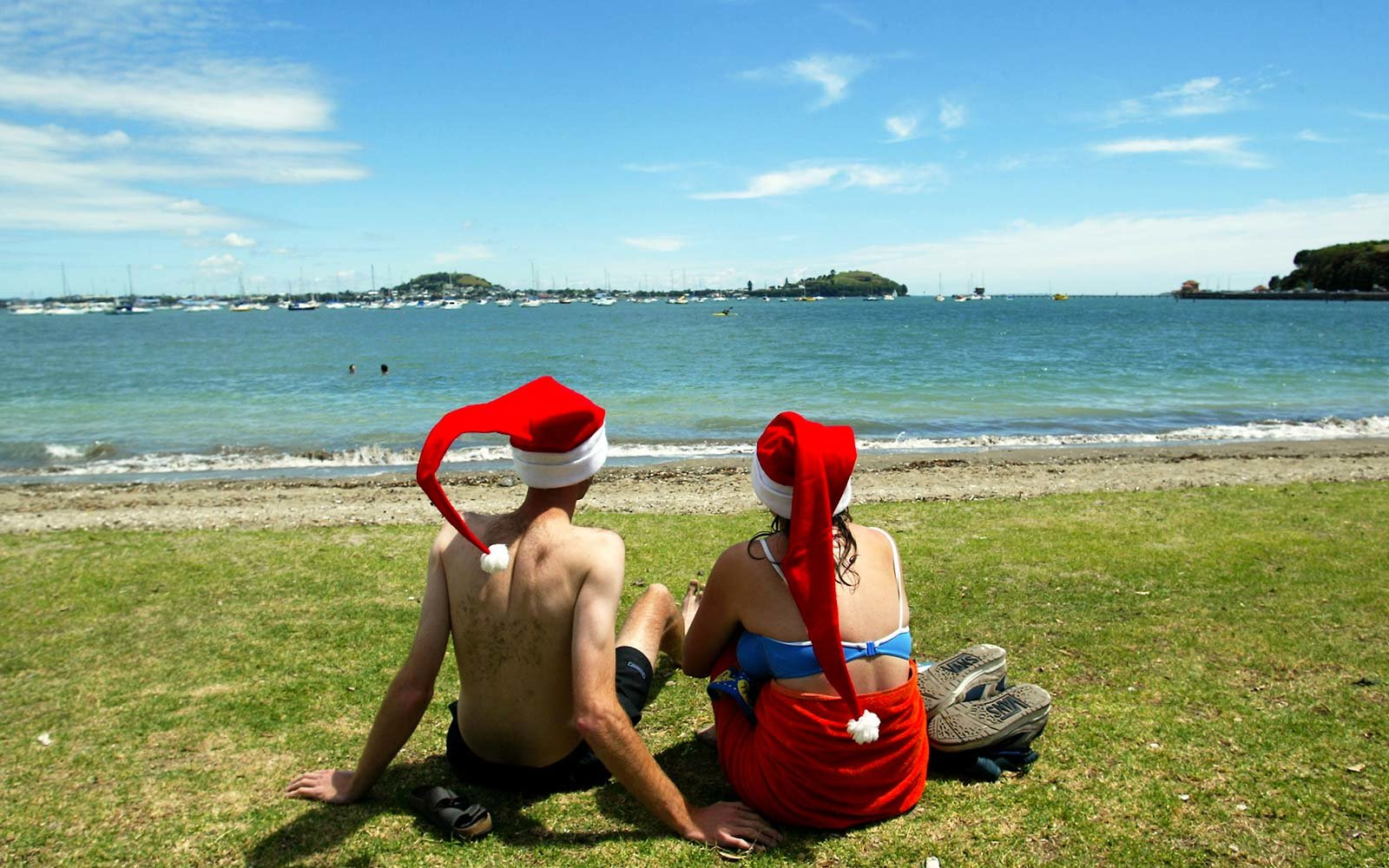 The Entire Nation of New Zealand Is Doing a Secret Santa and We Want in