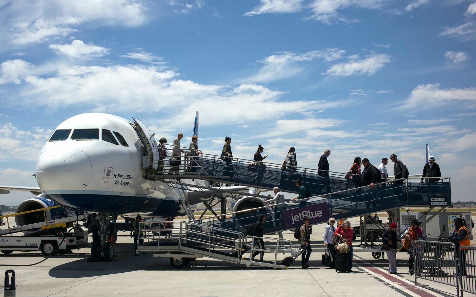Save Money By Searching For Flights From Smaller Airports