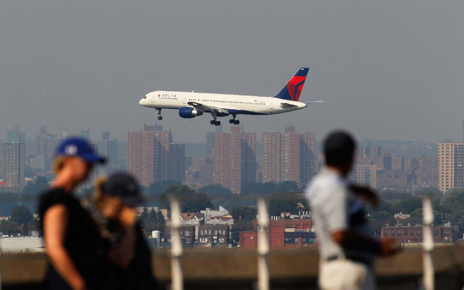 Delta flight makes emergency bathroom stop after toilets stop working