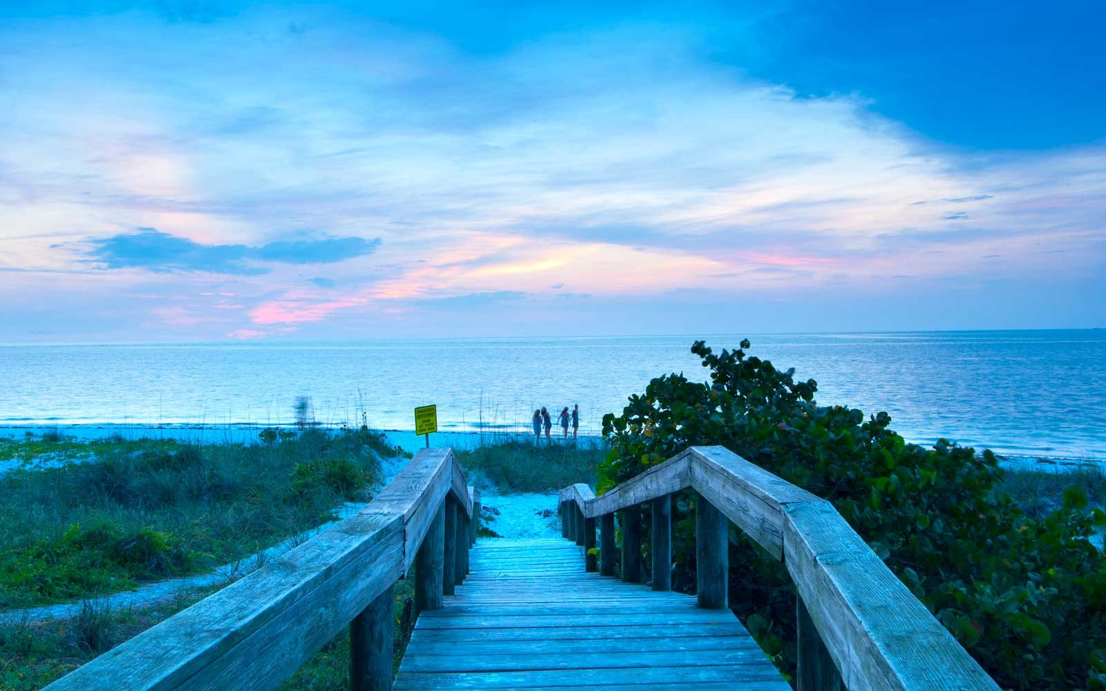 USA, Florida, Manatee County, Anna Maria Island, Bean Point at dusk