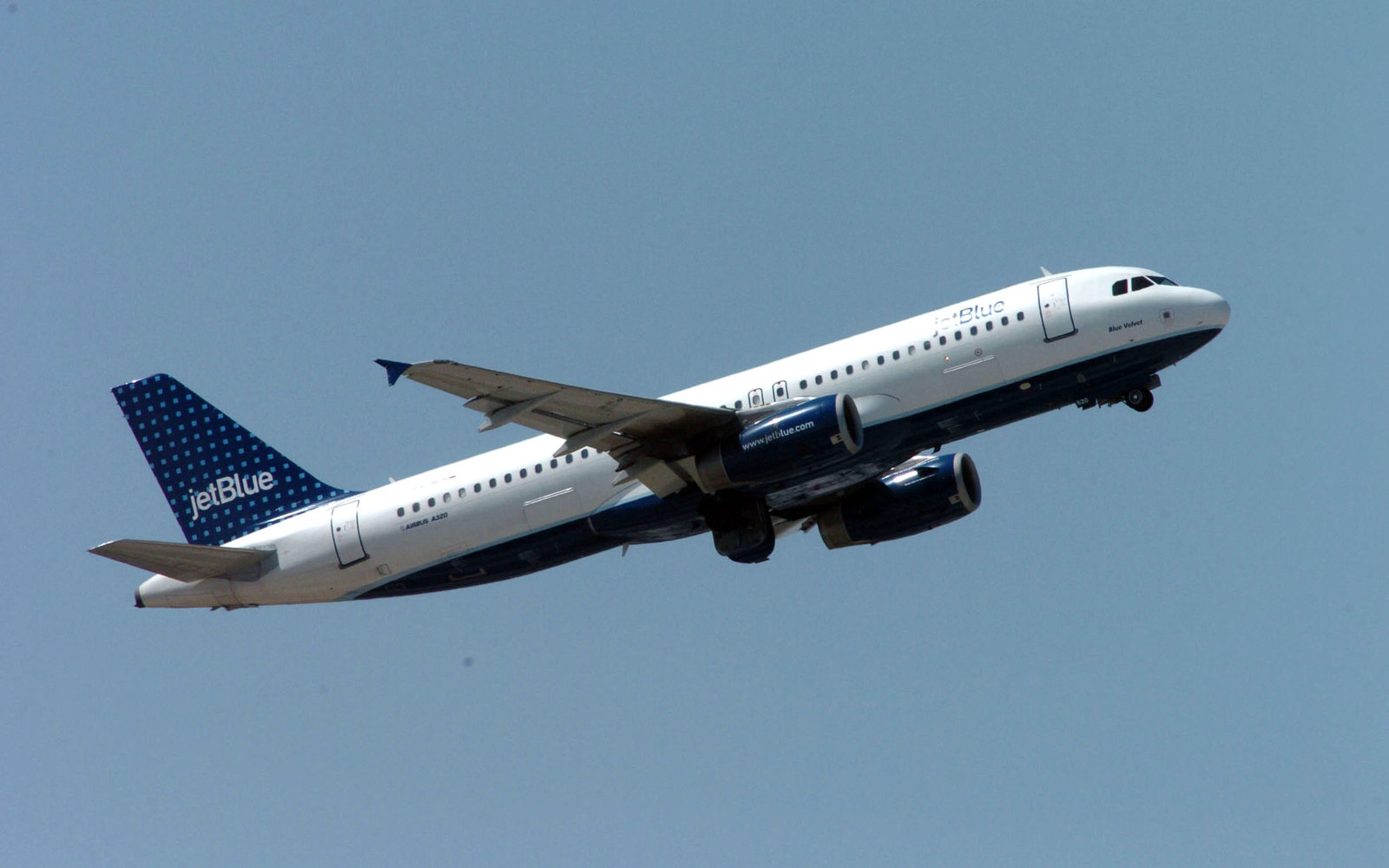 JetBlue Flight Returns To Boston After 'Unusual Odor' In Cabin