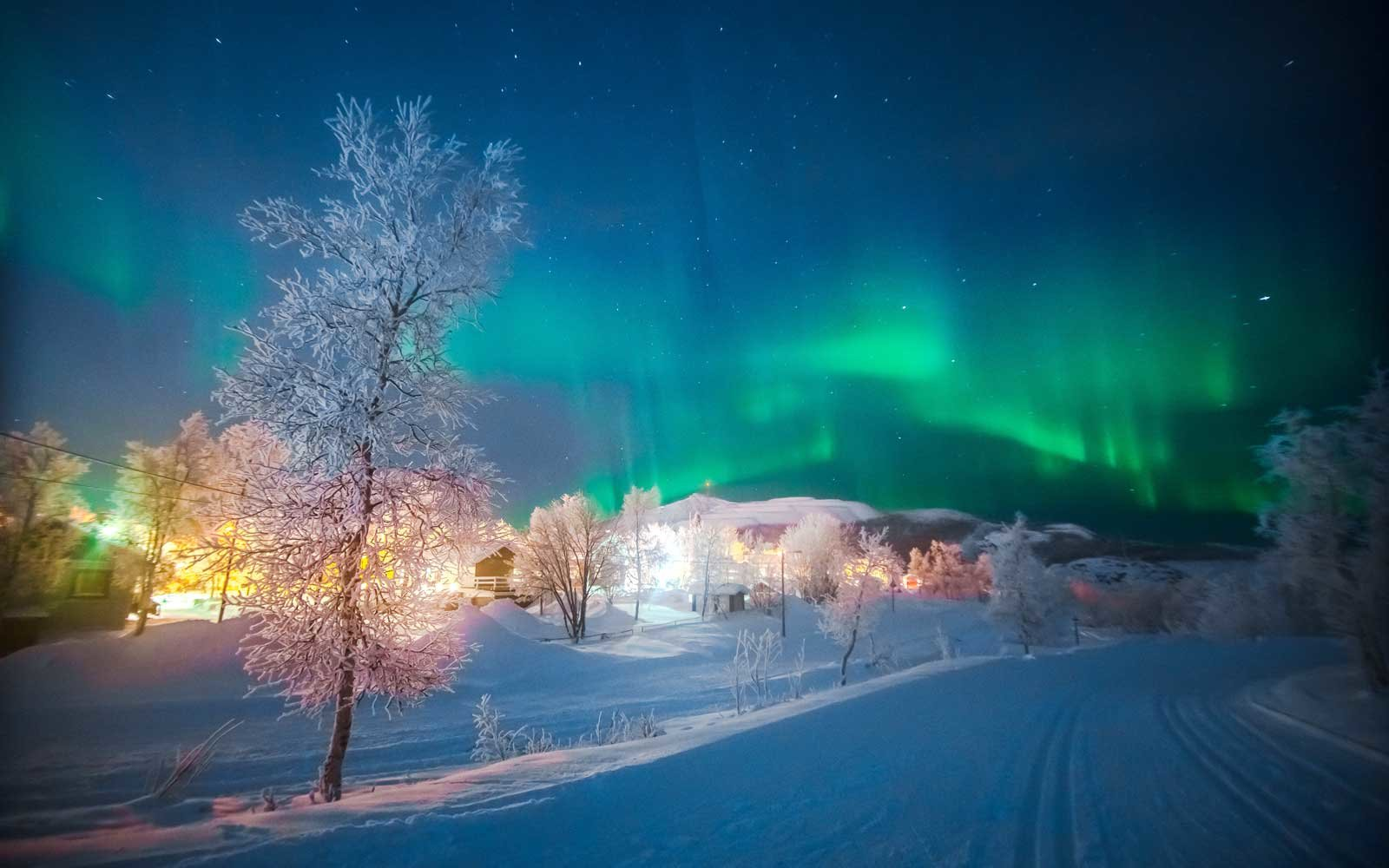 The Best Places To See The Northern Lights In March 2018