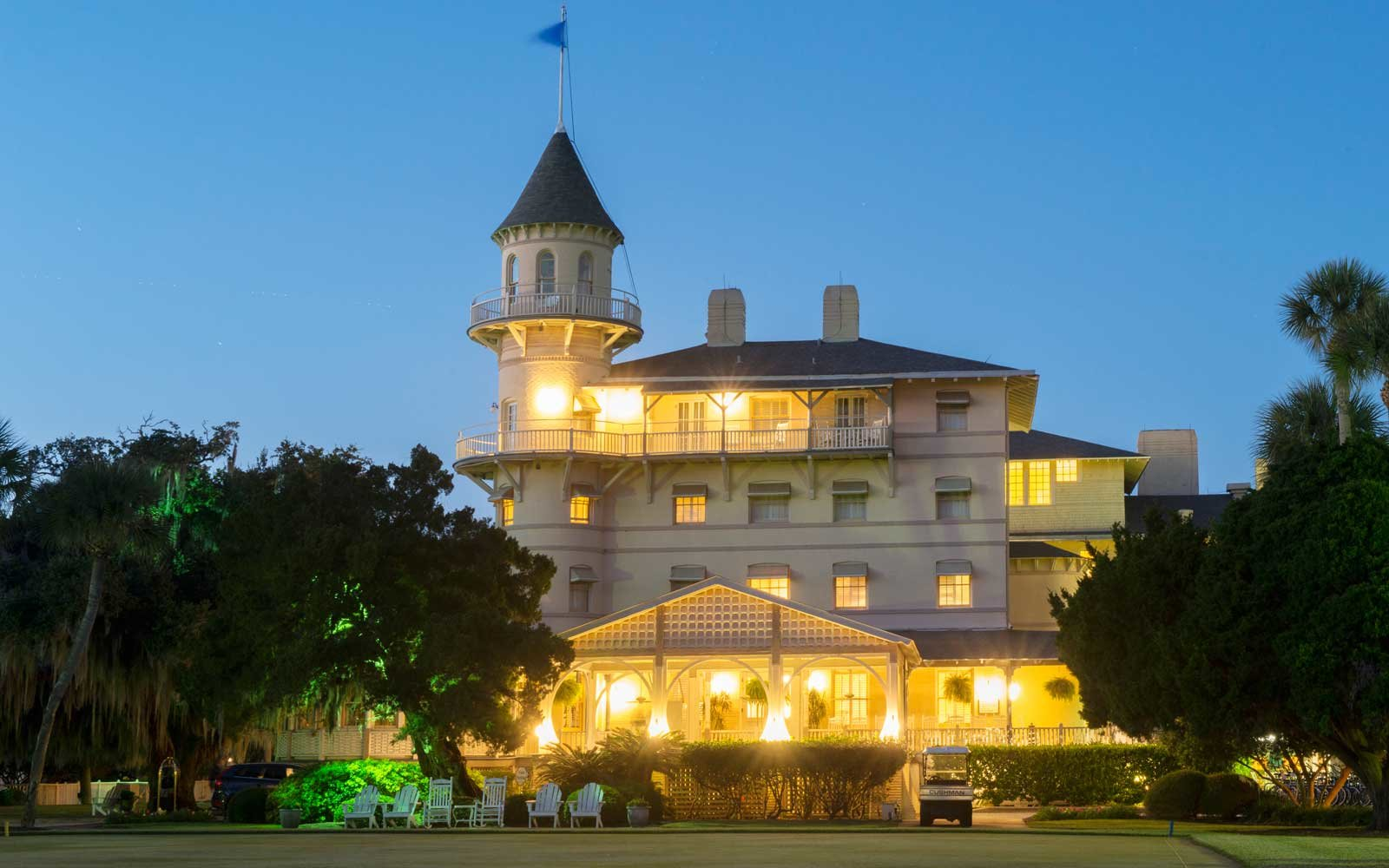 Exterior of the Jekyll Island Club hotel, at night