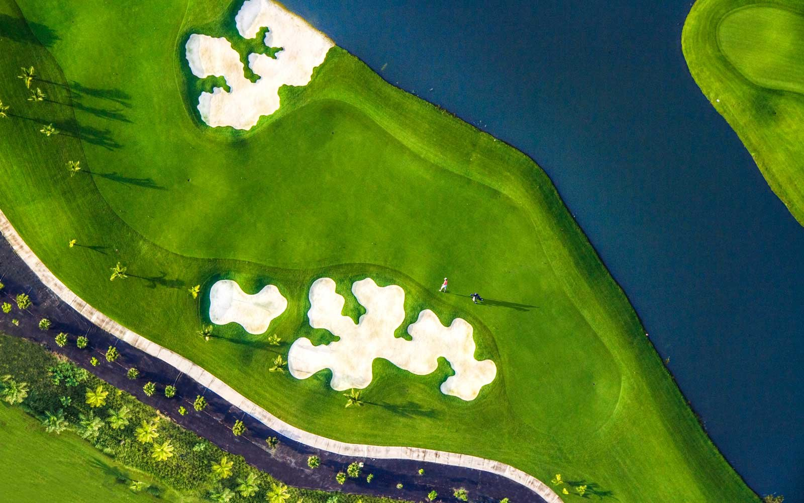 Golf course at the Santa Maria luxury hotel, in Panama City
