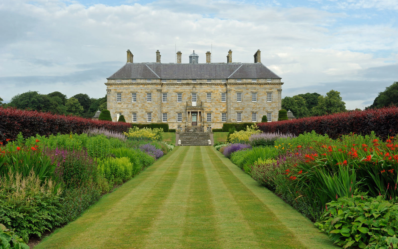 Kinross House gardens in Scotland