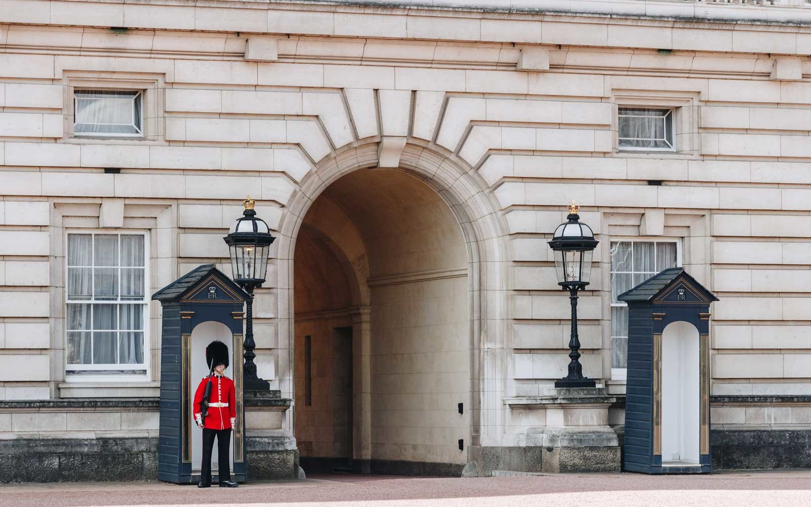 Buckingham Palace, Queen's Guard