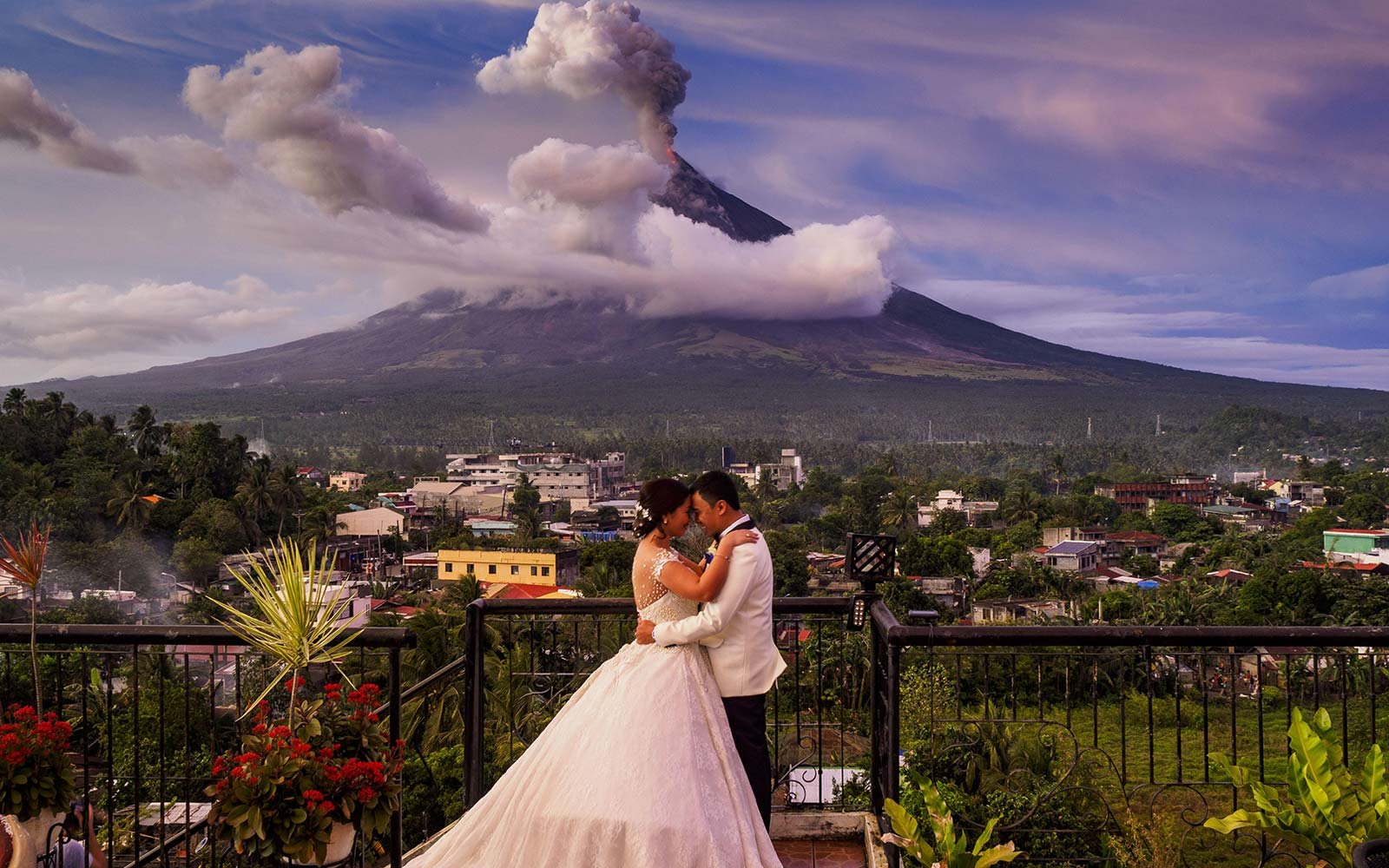 Mayon Volcano Eruption Wedding Philippines