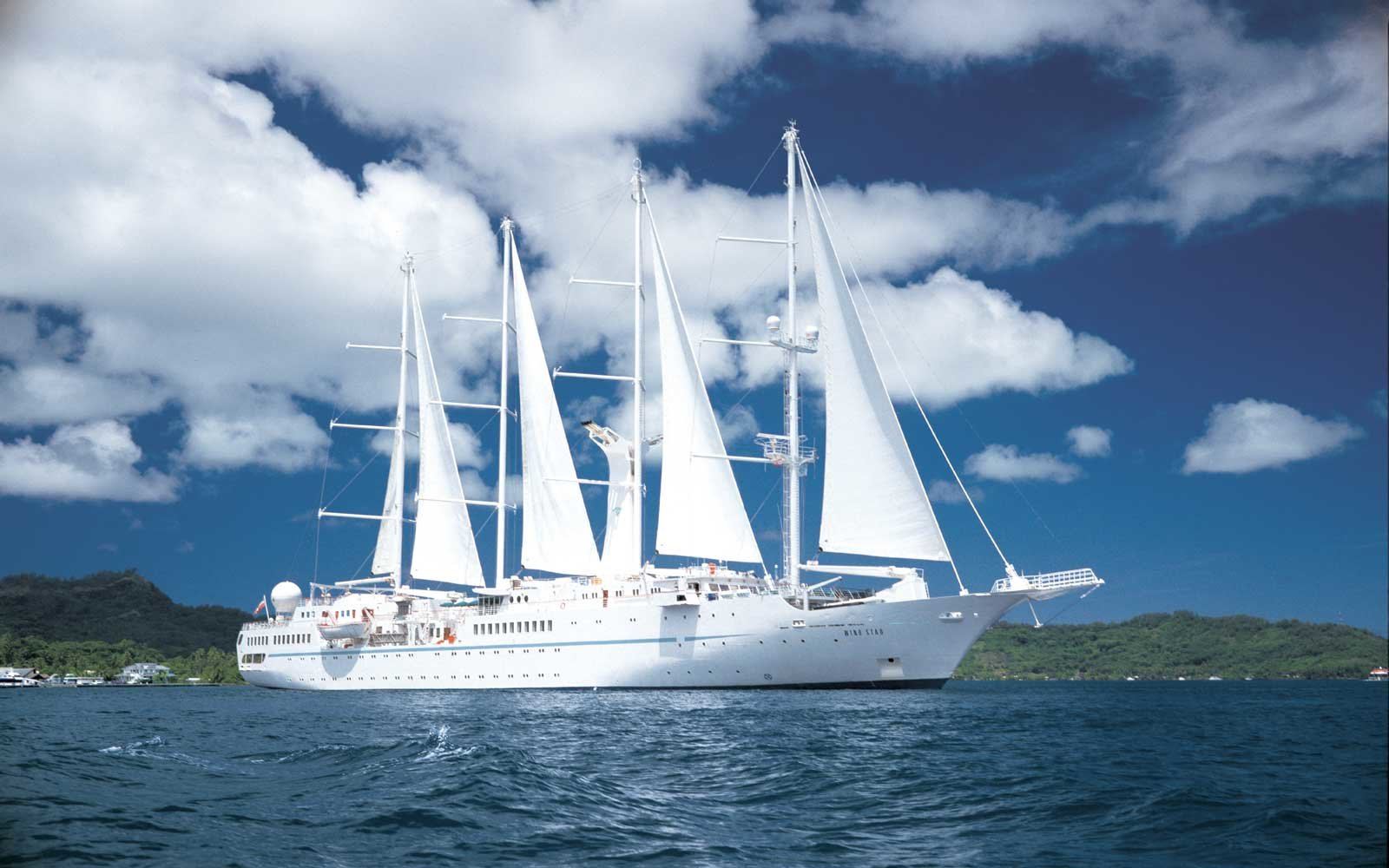 Cruise on a yacht with Windstar Cruises