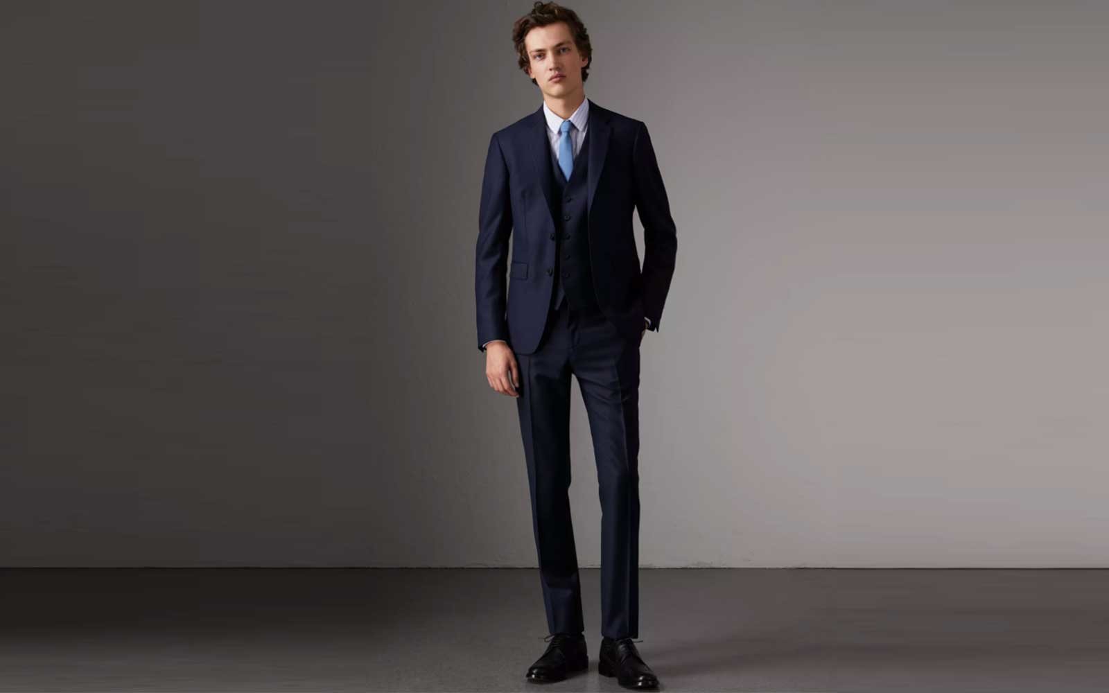 Burberry travel suit