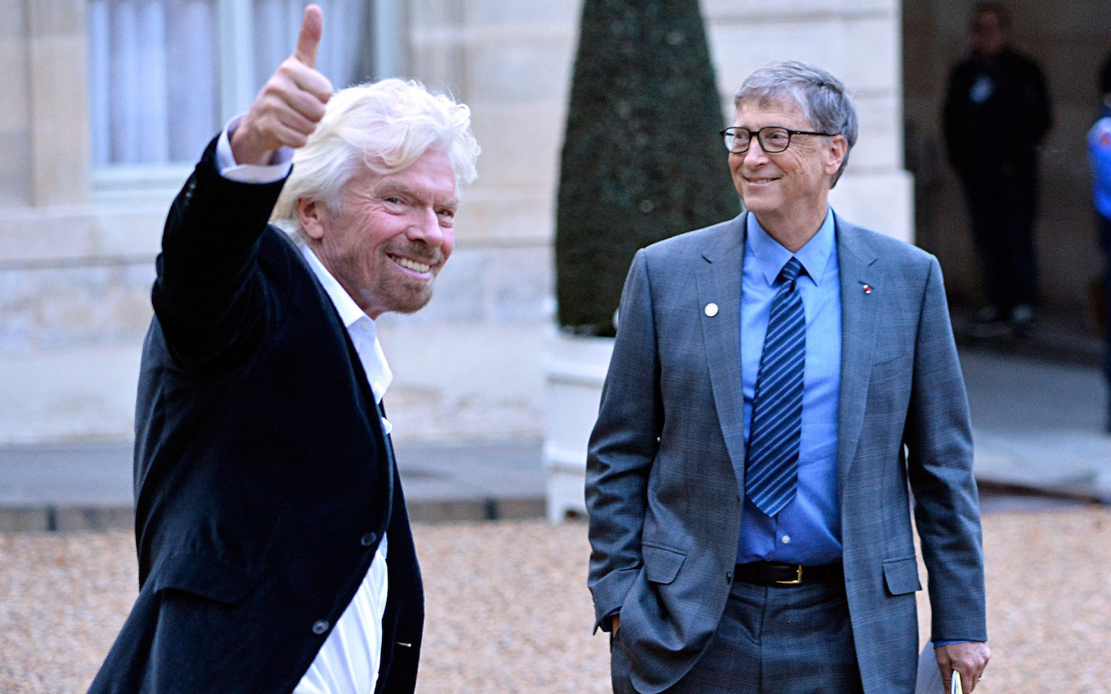 richard branson giving a thumbs up with bill gates
