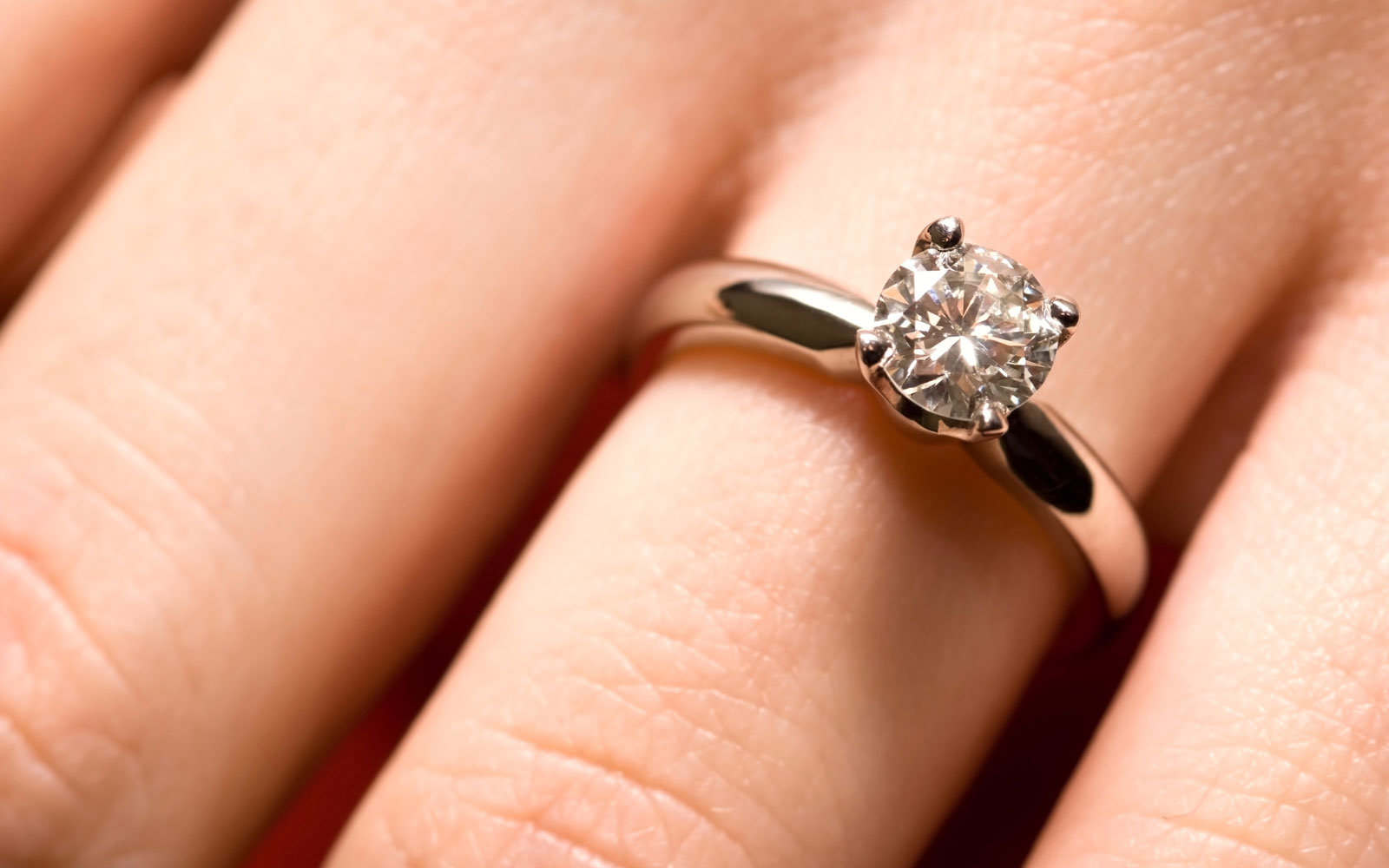 United Pilot Flies Passengers Lost Engagement Ring Back To Her
