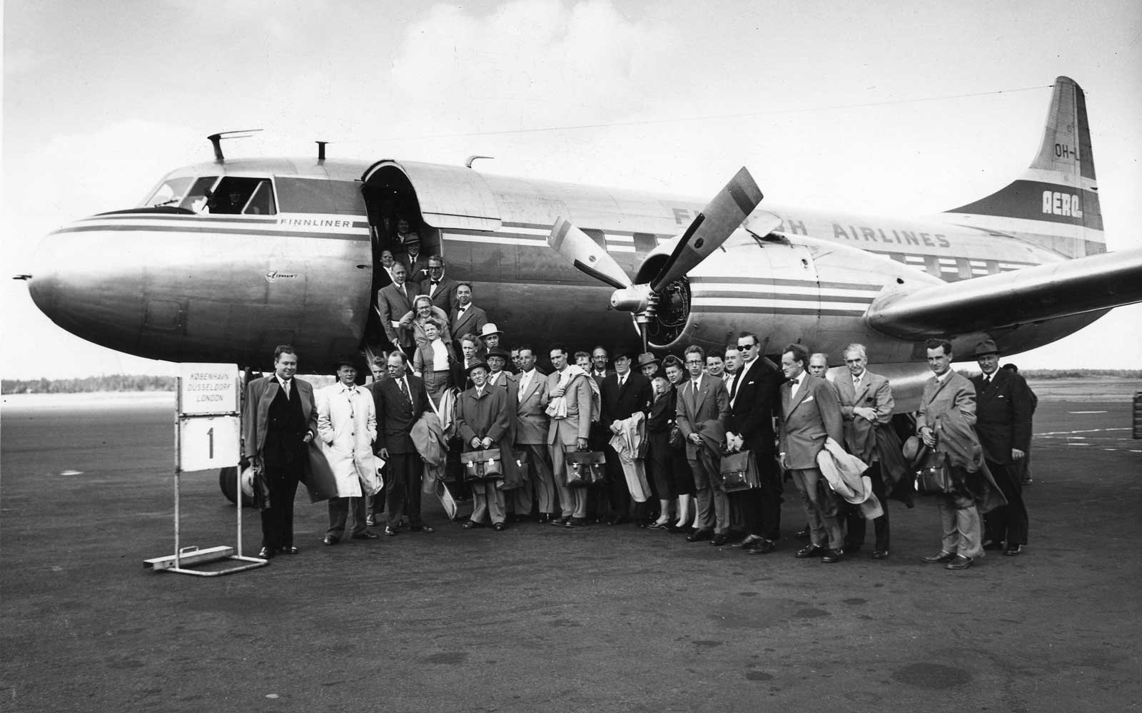 A Finnair plane with passengers in 1954