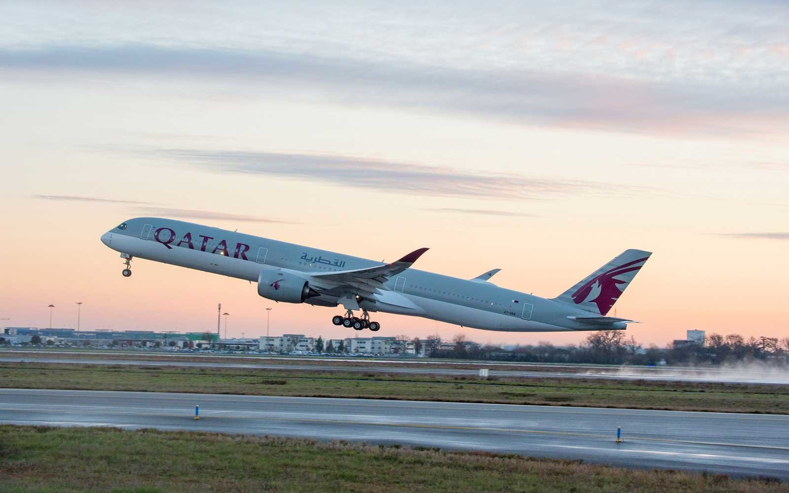 Qatar Airways Takes Delivery Of First A350