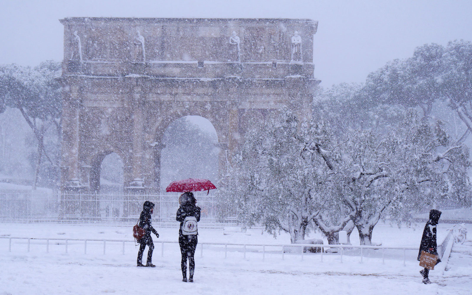 rome arch of constantine snow