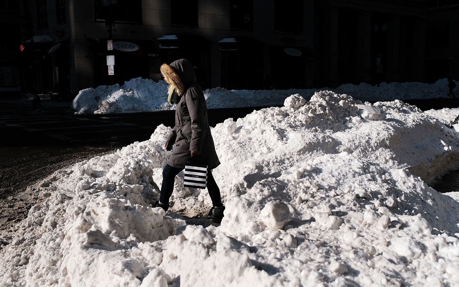 Commuters Affected As Second Snow Storm Hits New York, Surrounding States
