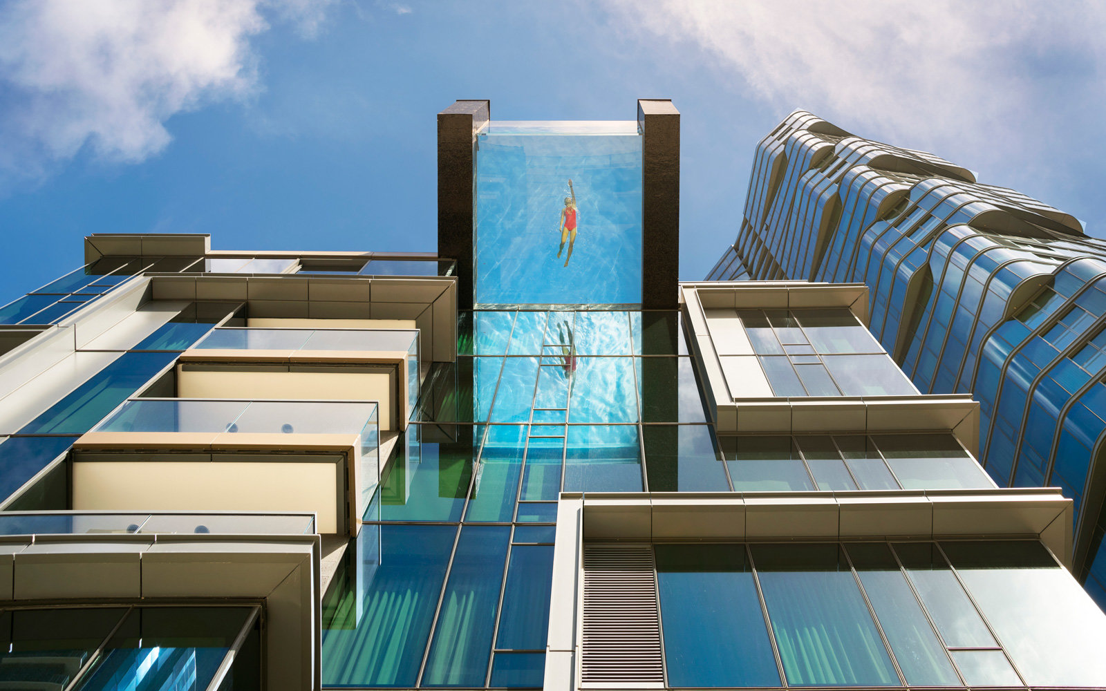 Pool On Top Of Building : This glass bottom pool hanging over honolulu has the most
