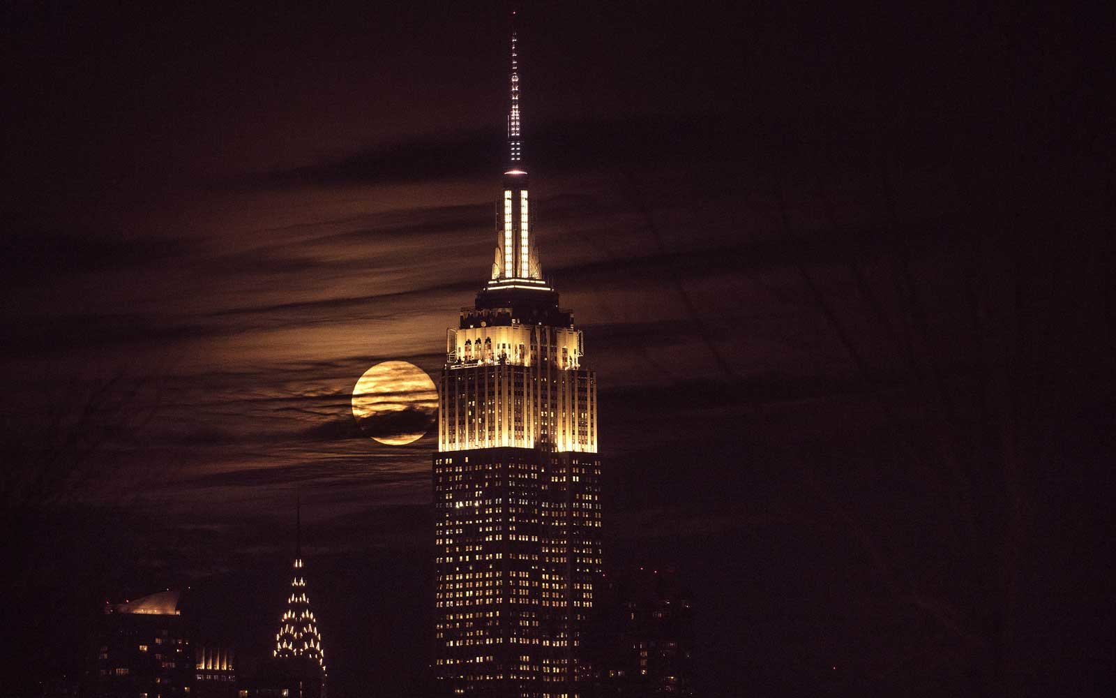 see the empire state building s sparkling new light show travel leisure. Black Bedroom Furniture Sets. Home Design Ideas