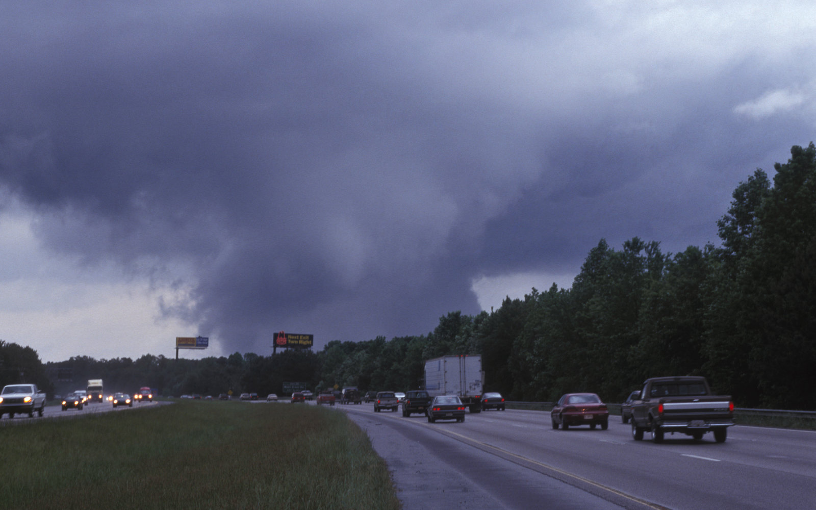 150 People Hid In A Cave After Tornados On Georgia