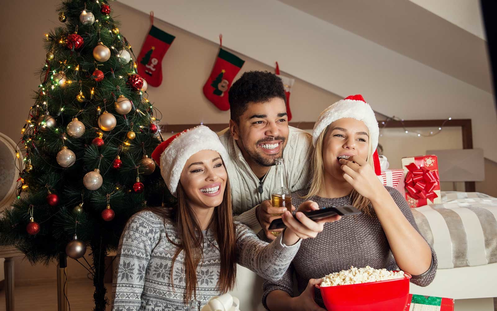 Hallmark Channel Will Air a Record 34 New Christmas Movies This Year foto