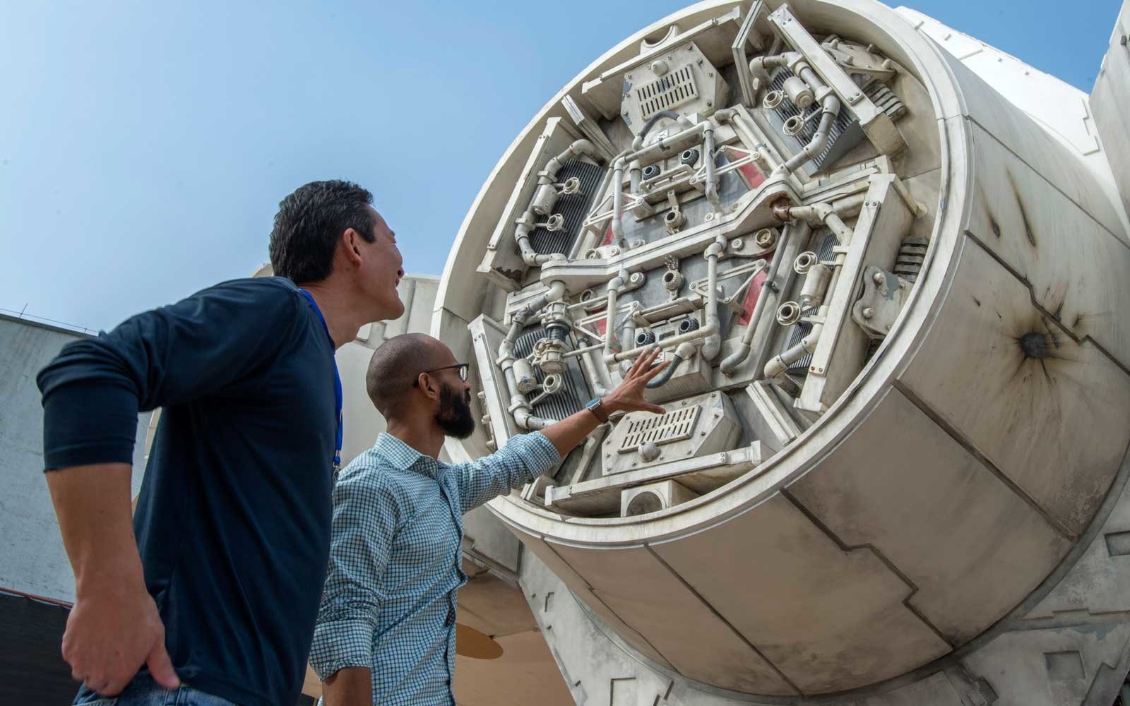 Here S Our First Behind The Scenes Look At Disney S Star Wars Millennium Falcon Ride Travel
