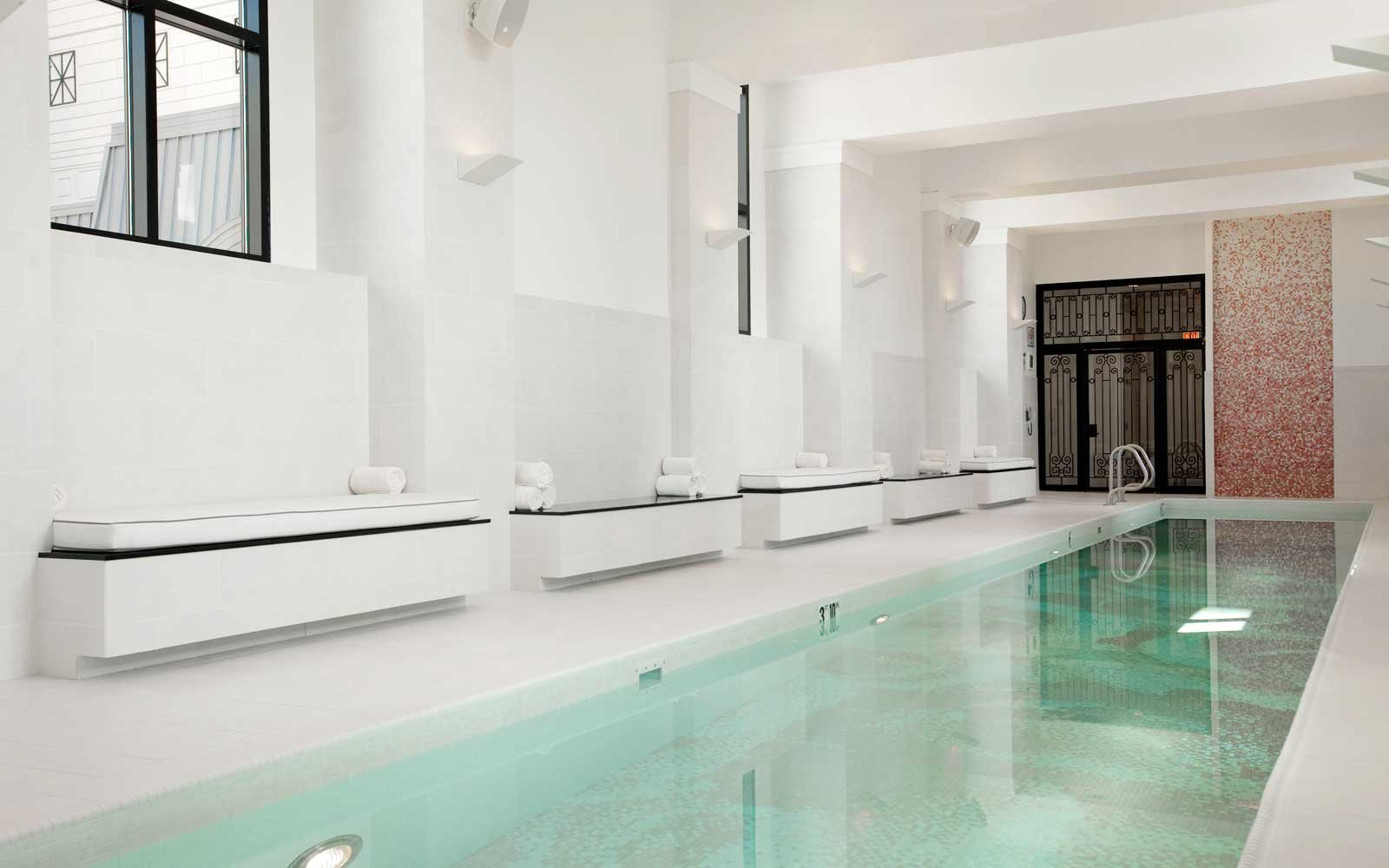Waldorf Astoria Chicago spa pool
