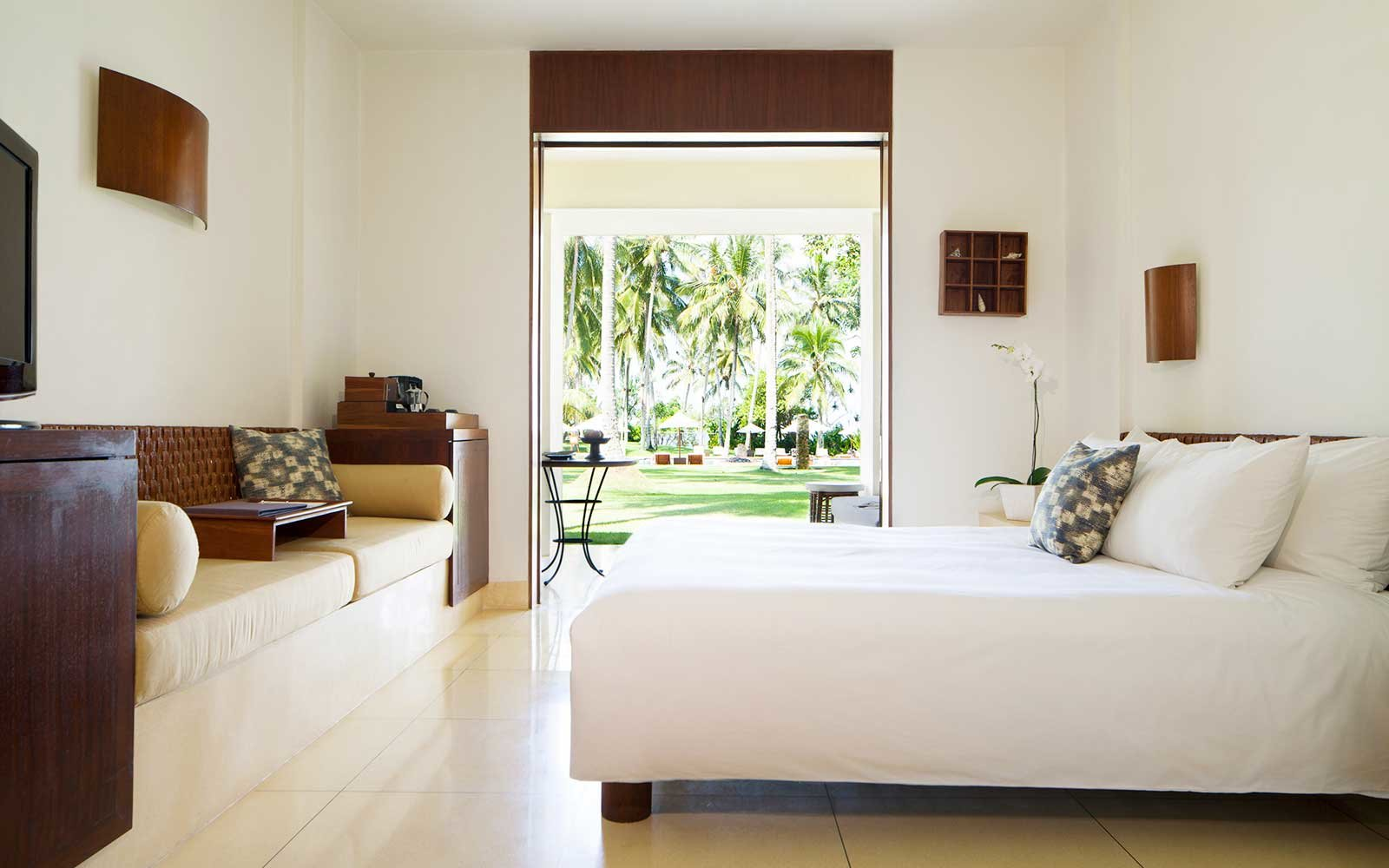 Guest room at the Alila Manggia
