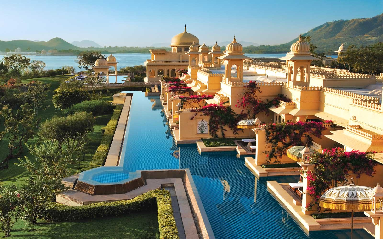 Overview of the Oberoi Udaivilas