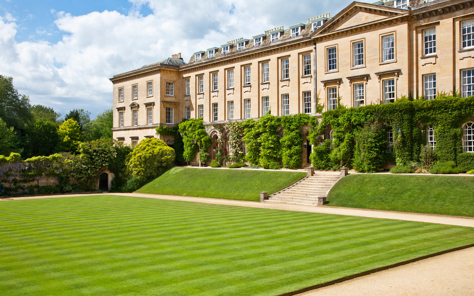 The main quad of Worcester College at Oxford University.