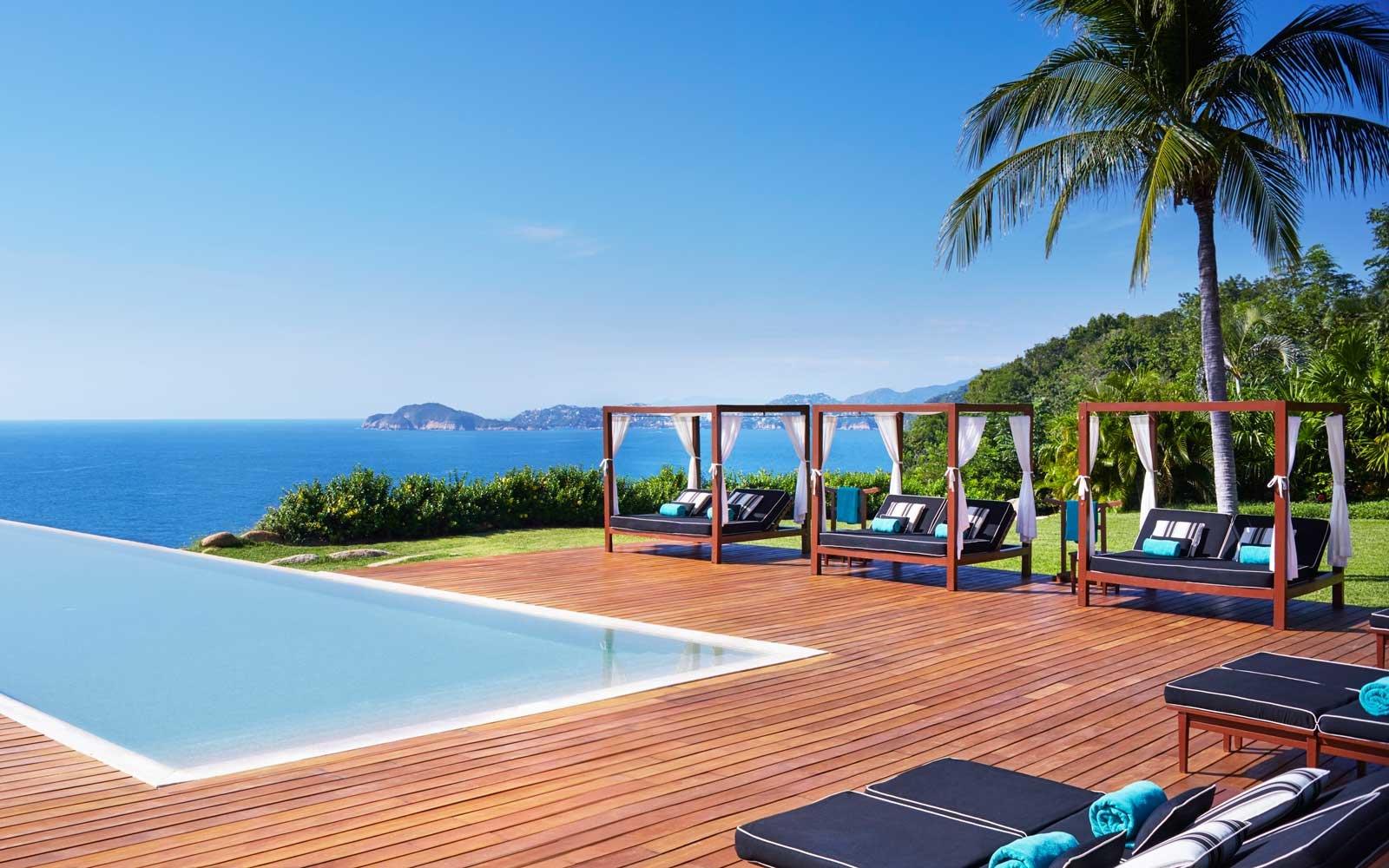 Infinity pool at the Banyan Tree Cabo Marques
