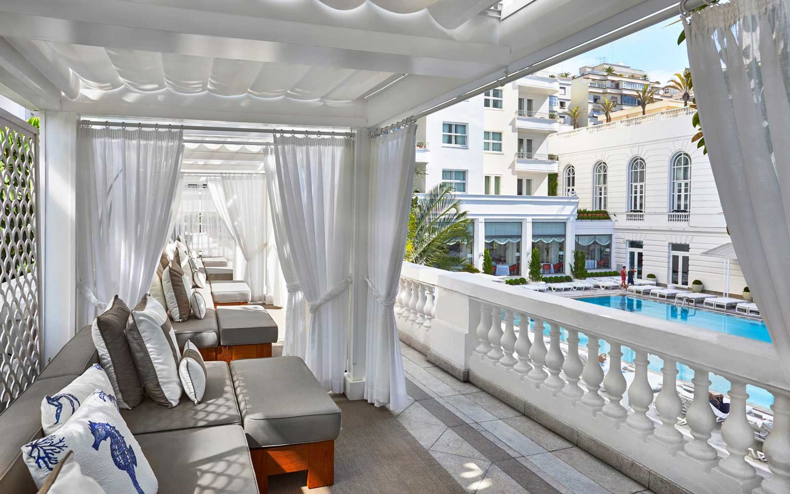 View from the terrace to the pool at the Belmond Copacabana hotel
