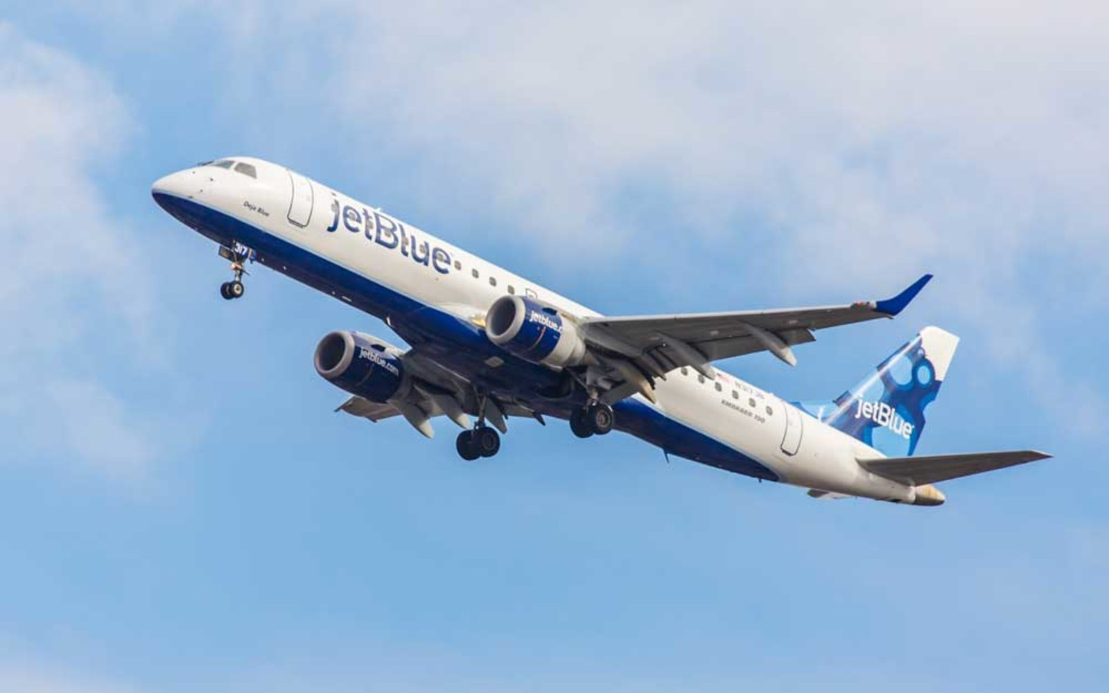 jetblue is offering 39 flights in a huge summer flash sale travel leisure. Black Bedroom Furniture Sets. Home Design Ideas
