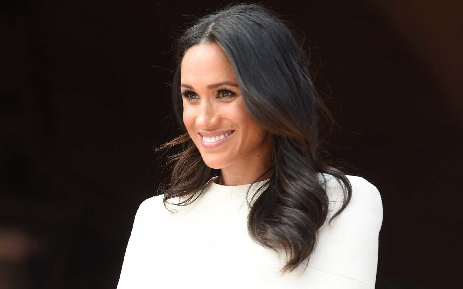 Why Meghan Markles Royal Wardrobe Is All Neutral Colors -1876