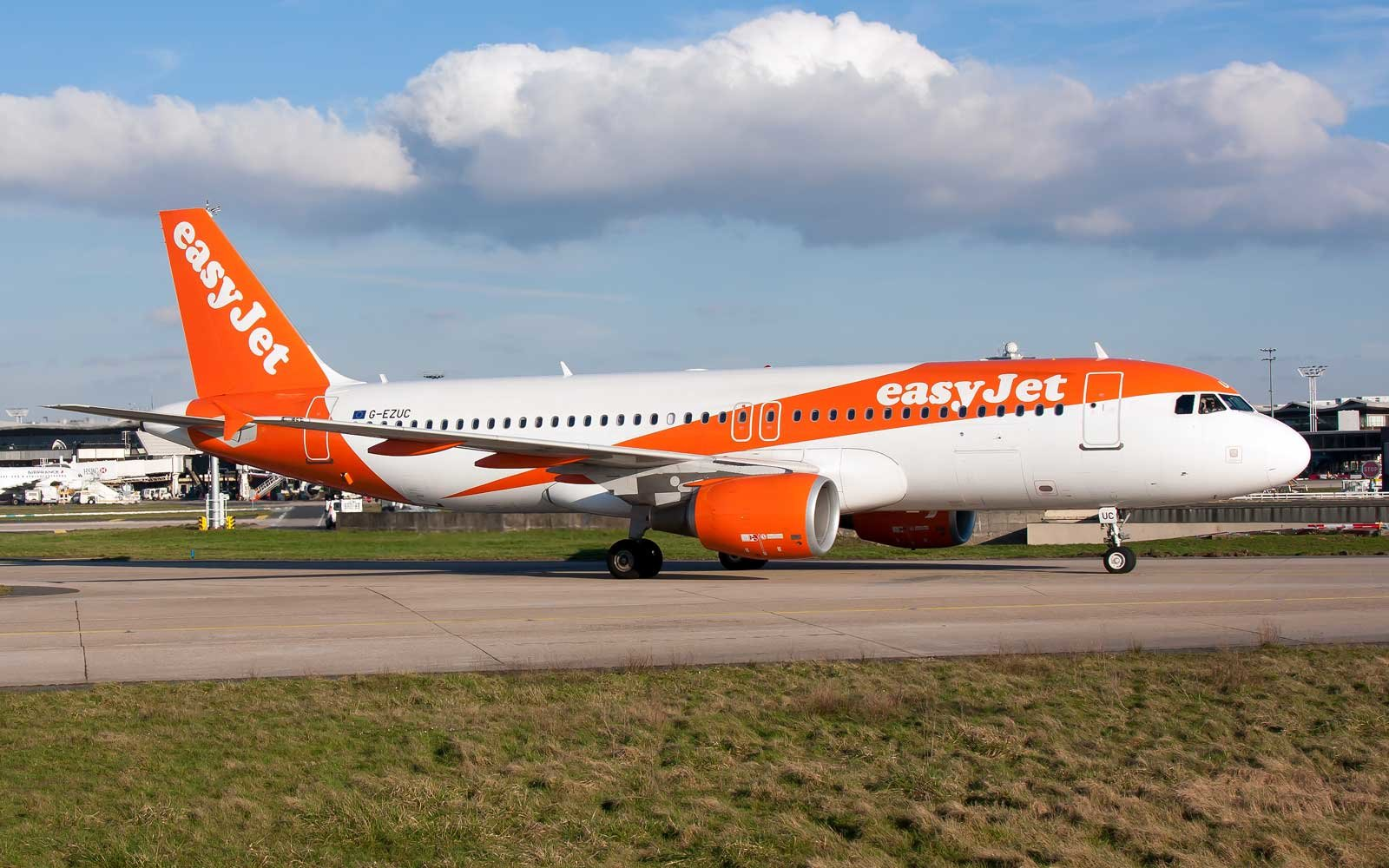 easyjet - photo #3