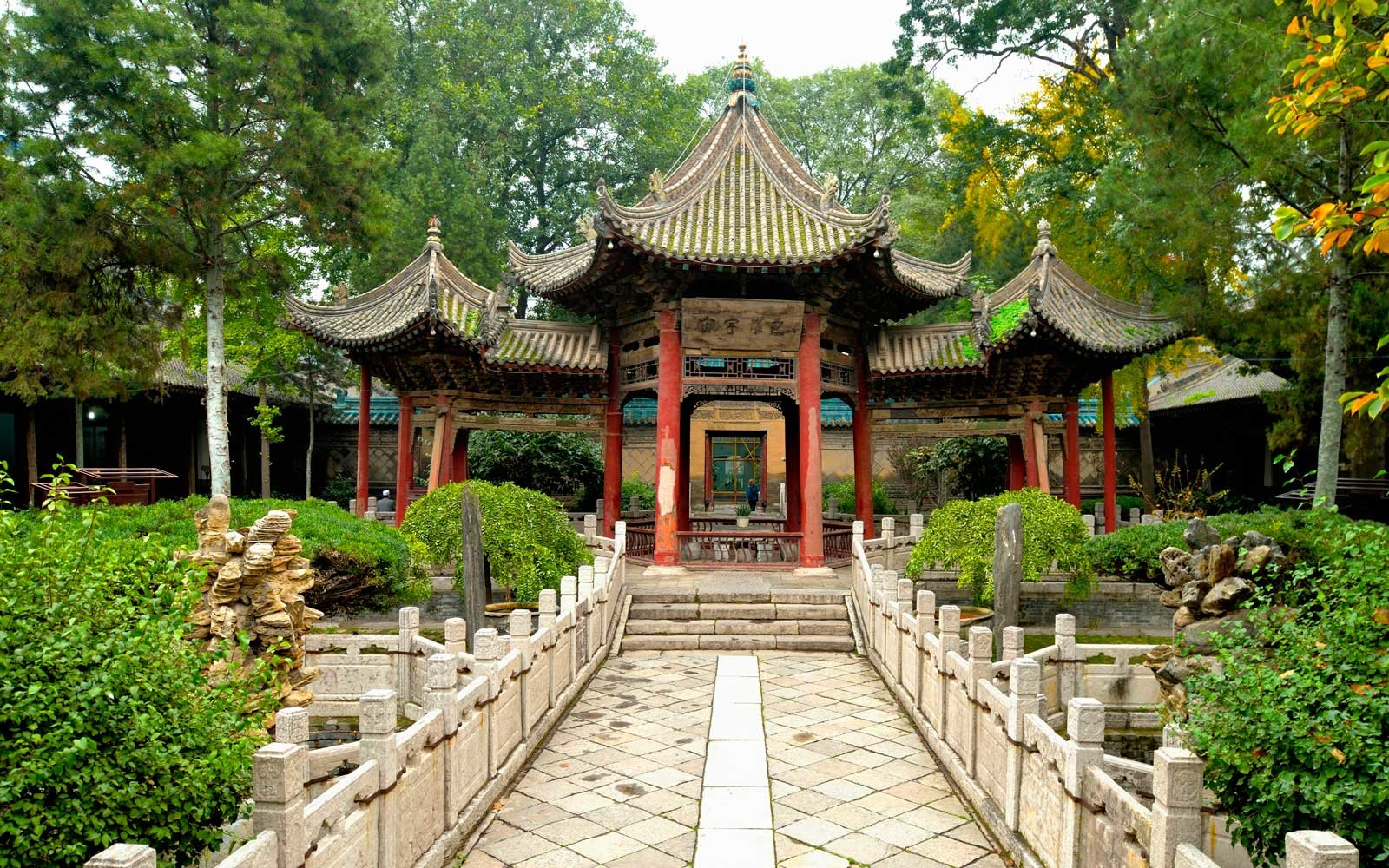 Side portal of the Great Mosque, Xi'an, Shaanxi Province, China, Asia