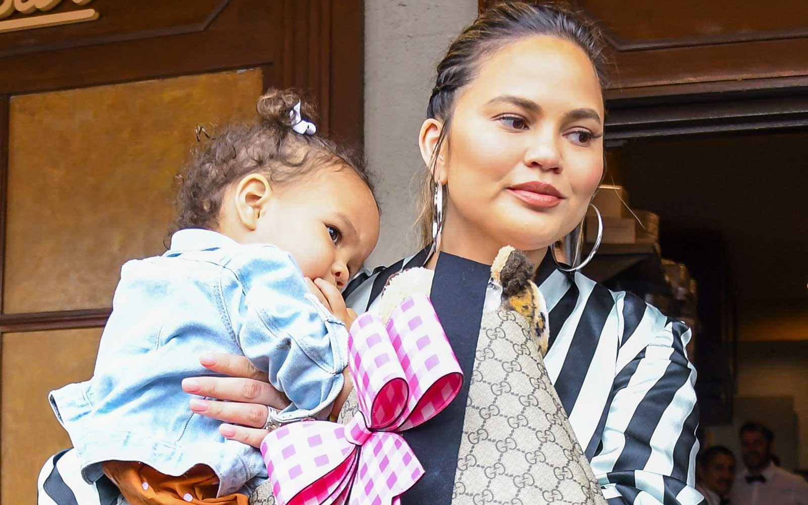 Passport Los Angeles >> Chrissy Teigen Just Took a 15-hour Flight With Her Kids and the Tweets Are Oh so Relatable ...