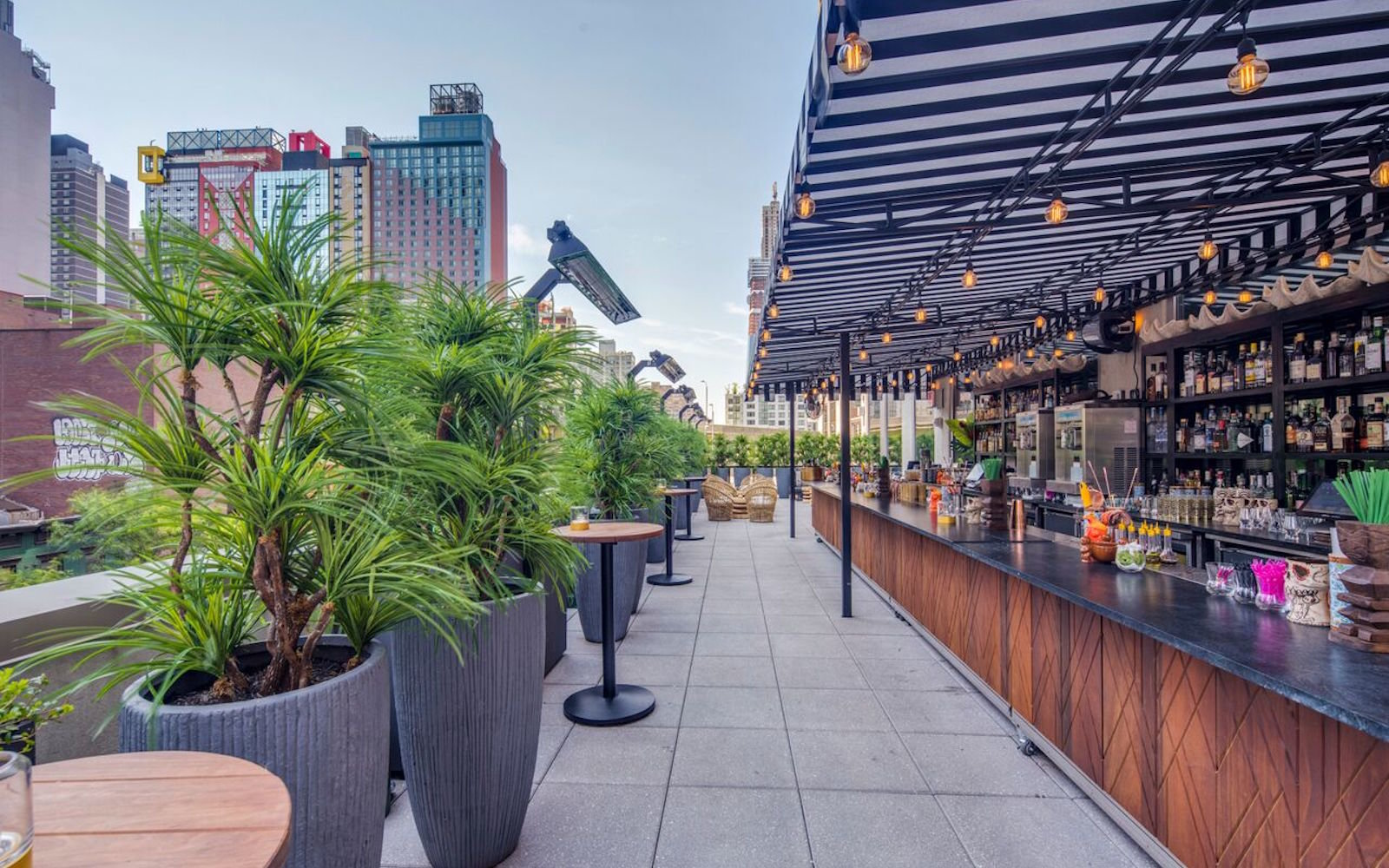 The Polynesian Pod Hotel 42 Hell S Kitchen Rooftop Bar Nyc