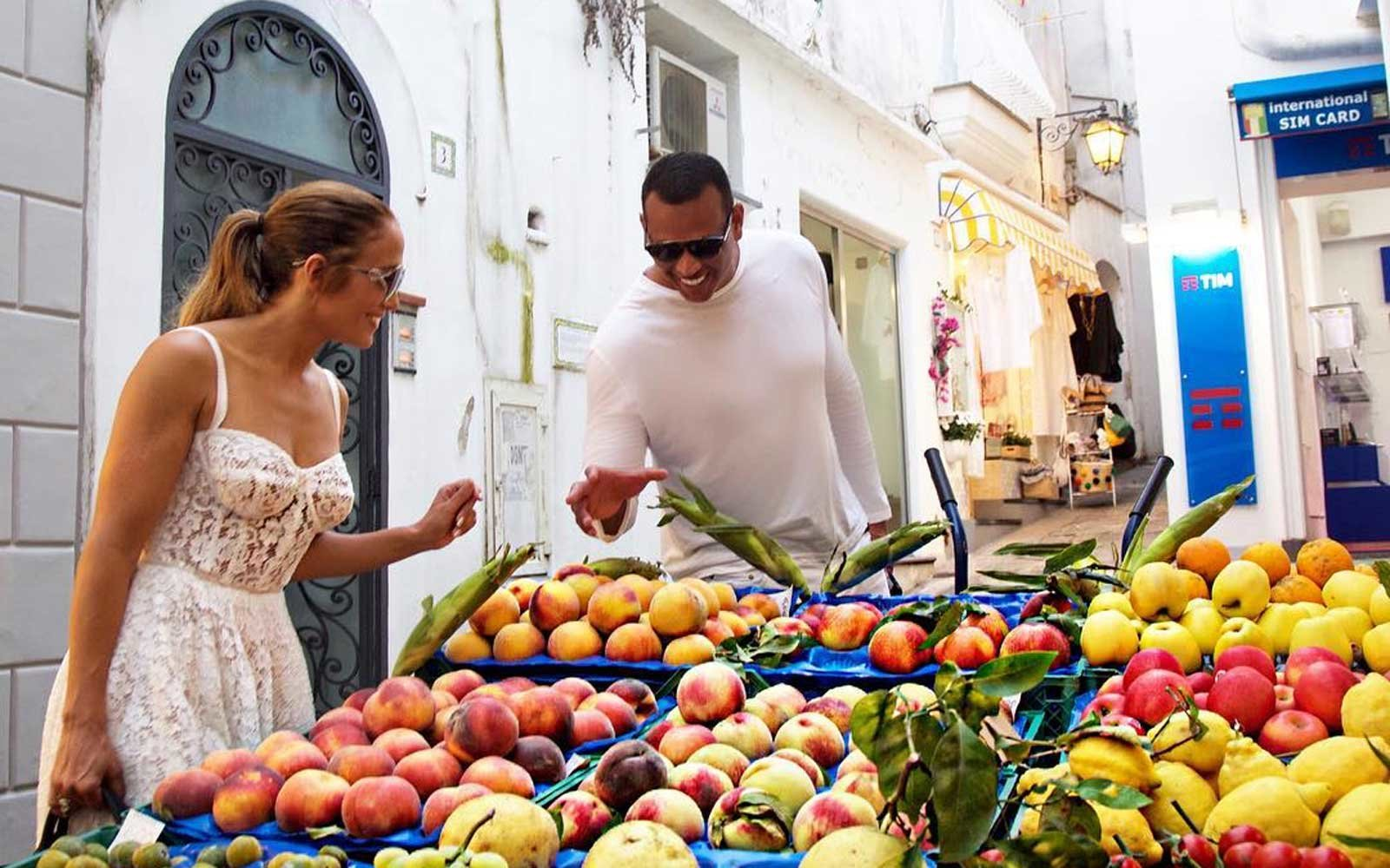 Alex Rodriguez and Jennifer Lopez go shopping for fruit in Italy