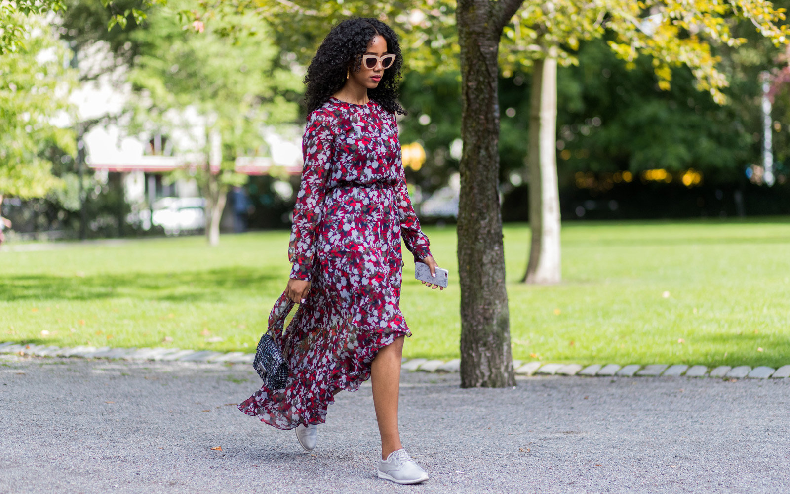 how-to-wear-sneakers-with-dress-DRESSSNEAK0918
