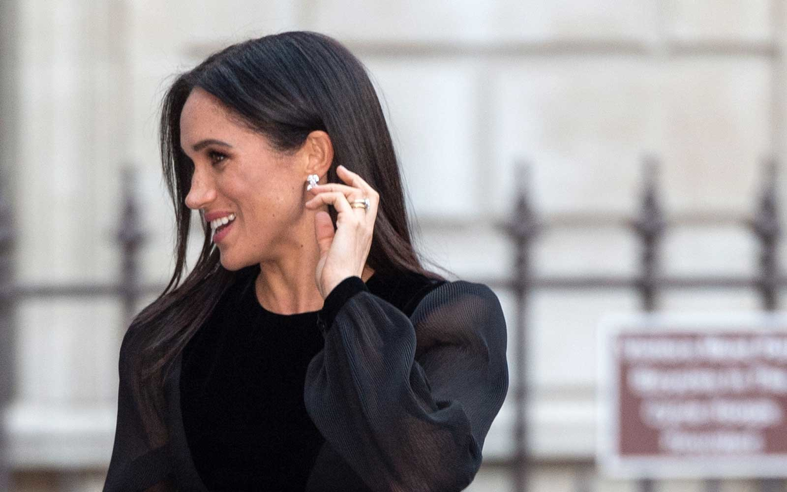 Meghan Markle's Trick for Avoiding Germs on a Flight Is Kind of Genius (Video)