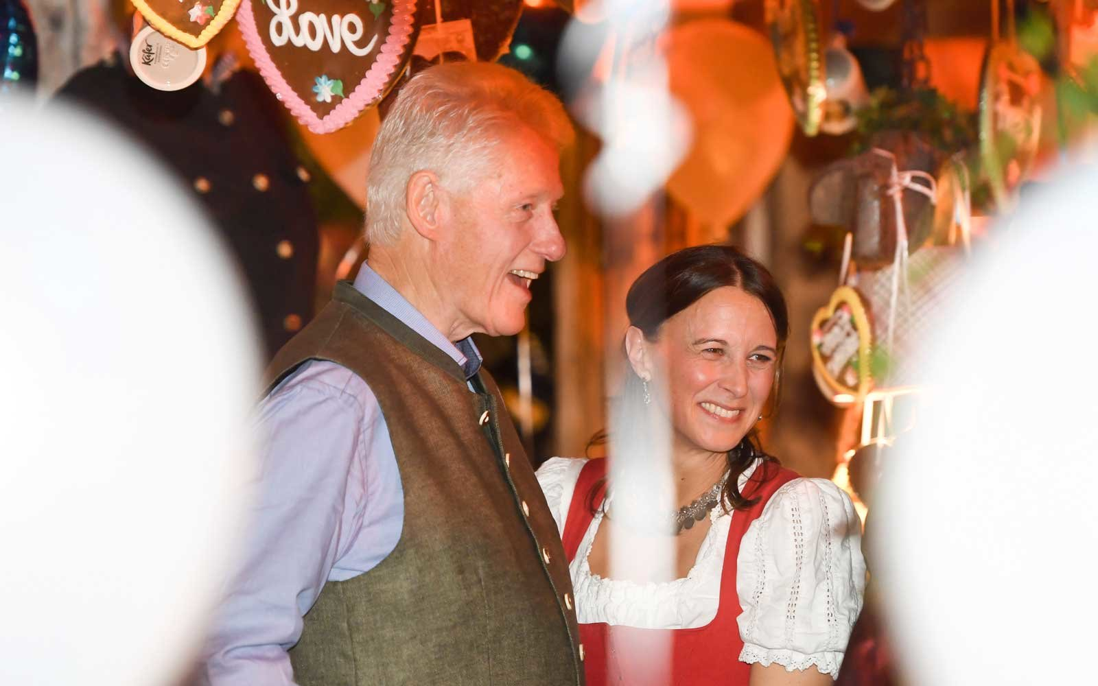 Bavaria, Munich: Bill Clinton, former US President, and a guest (unknown) hugging each other in the Kaefer tent at the Oktoberfest.