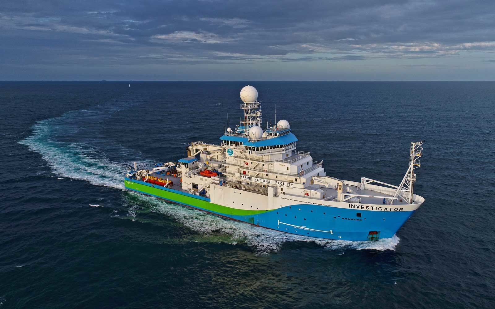 A mapping investigation through the CSIRO research vessel has revealed an underwater world of volcanoes.