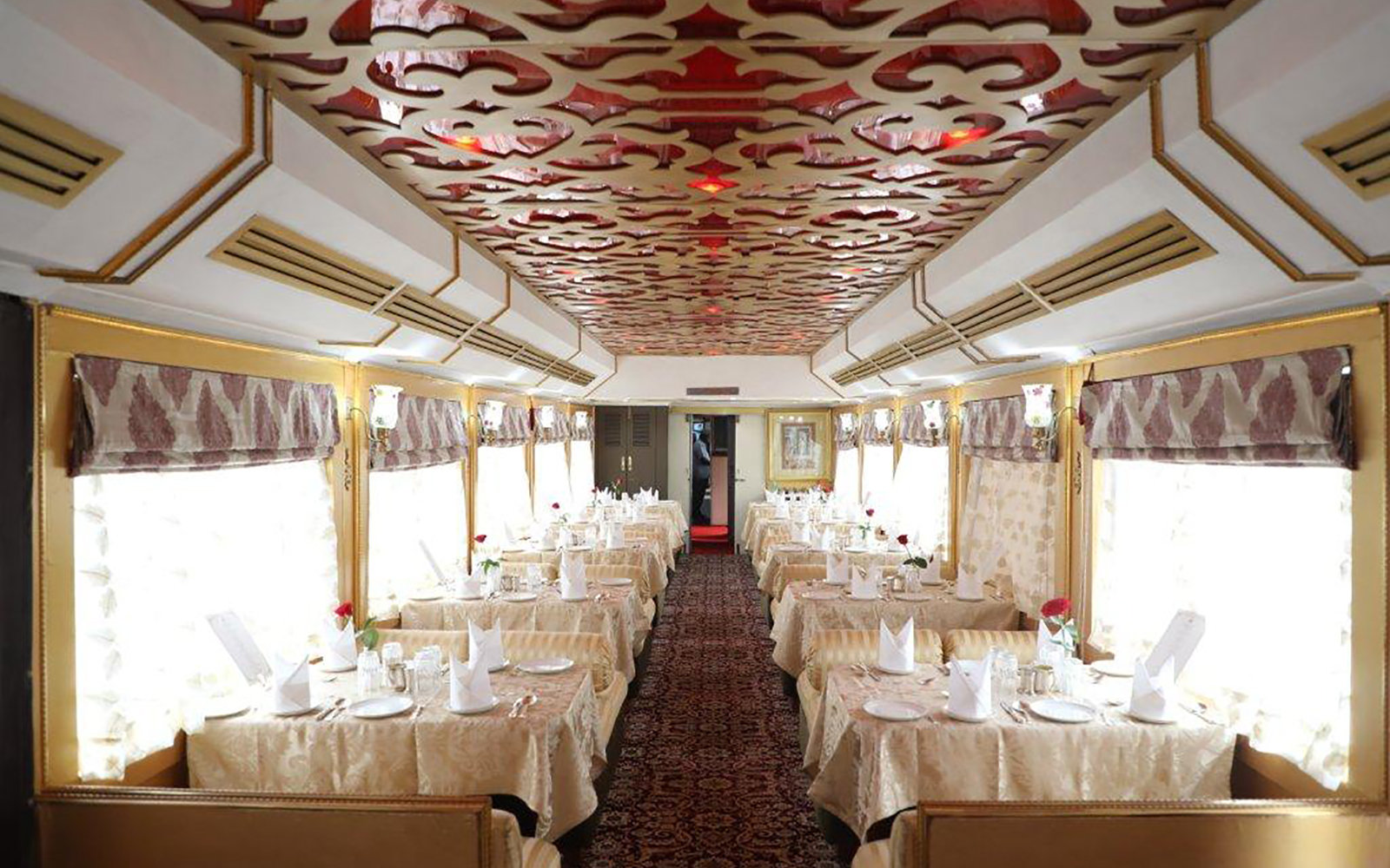 India's 'Palace on Wheels' Is One of the Most Luxurious Train Rides in the World (Video)
